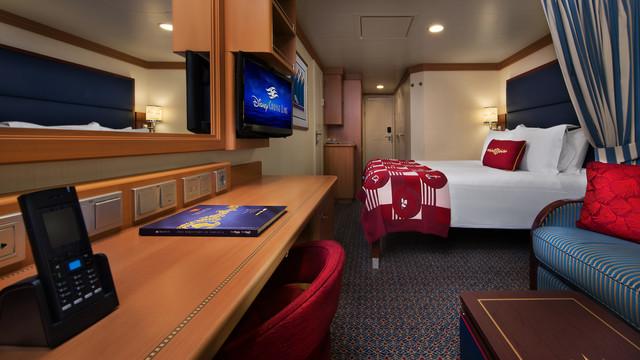Disney Cruise Lines Disney Dream Accomm Verandah G09-DDDF-deluxe-family-oceanview-verandah-stateroom-cat4E-07.jpg