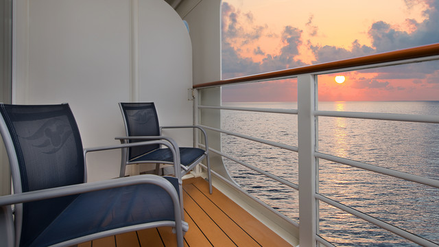 Disney Cruise Lines Disney Dream Accomm Verandah G07-DDDF-deluxe-oceanview-verandah-stateroom-cat6A-16.jpg