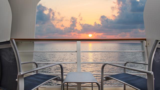 Disney Cruise Lines Disney Dream Accomm Verandah G06-DDDF-deluxe-oceanview-verandah-stateroom-cat6A-15.jpg
