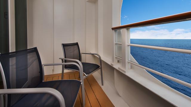 Disney Cruise Lines Disney Dream Accomm Verandah G04-DDDF-deluxe-oceanview-navigators-verandah-stateroom-cat7A-04.jpg