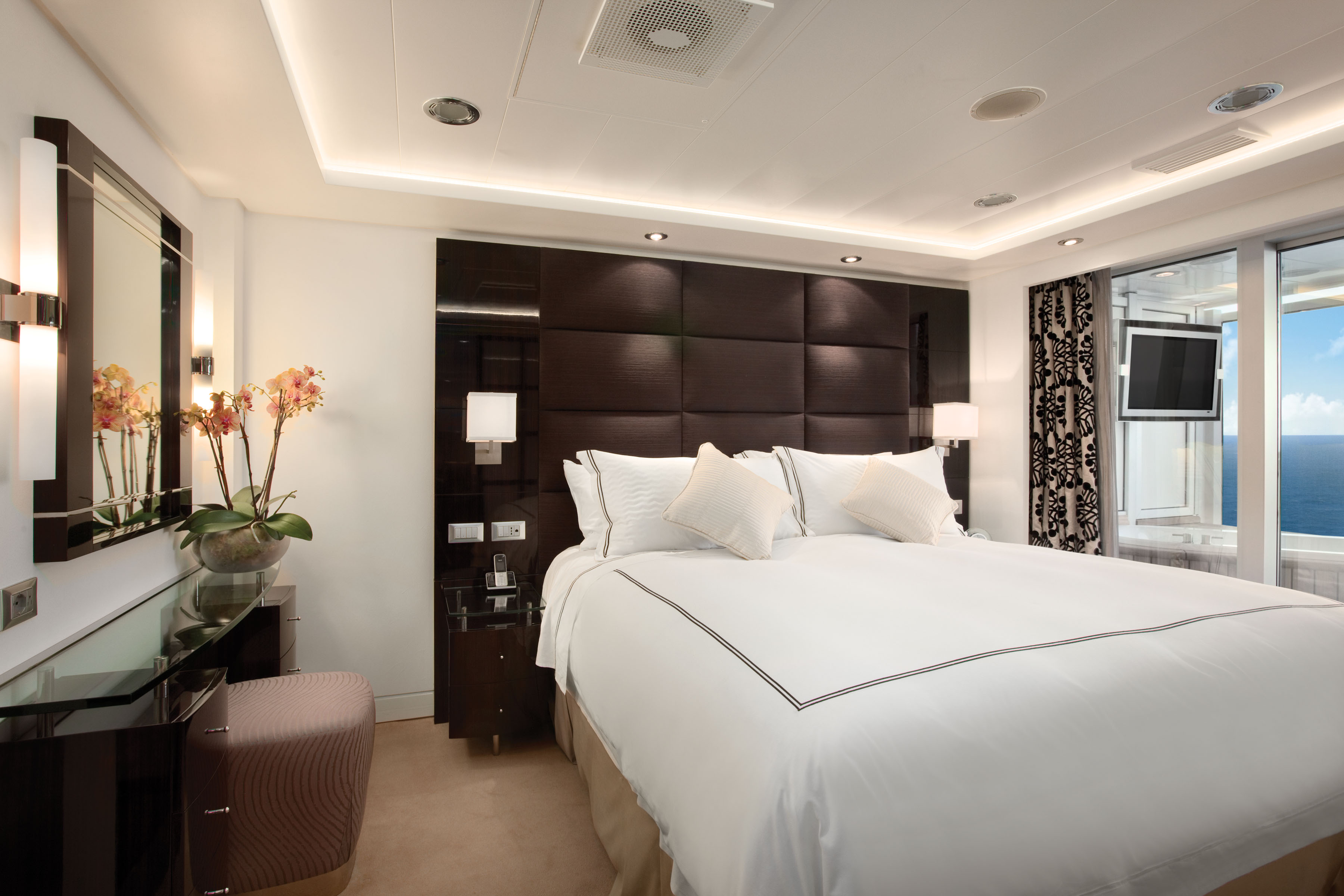 Oceania Cruises Oceania Class Accommodation Oceania Suite Bedroom.jpg