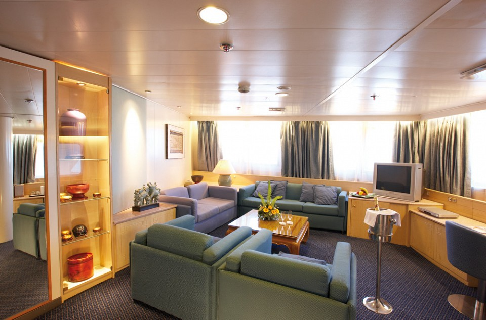 Cruise & Maritime Voyages Marco Polo Accommodation De Luxe Suite Ocean View.jpg