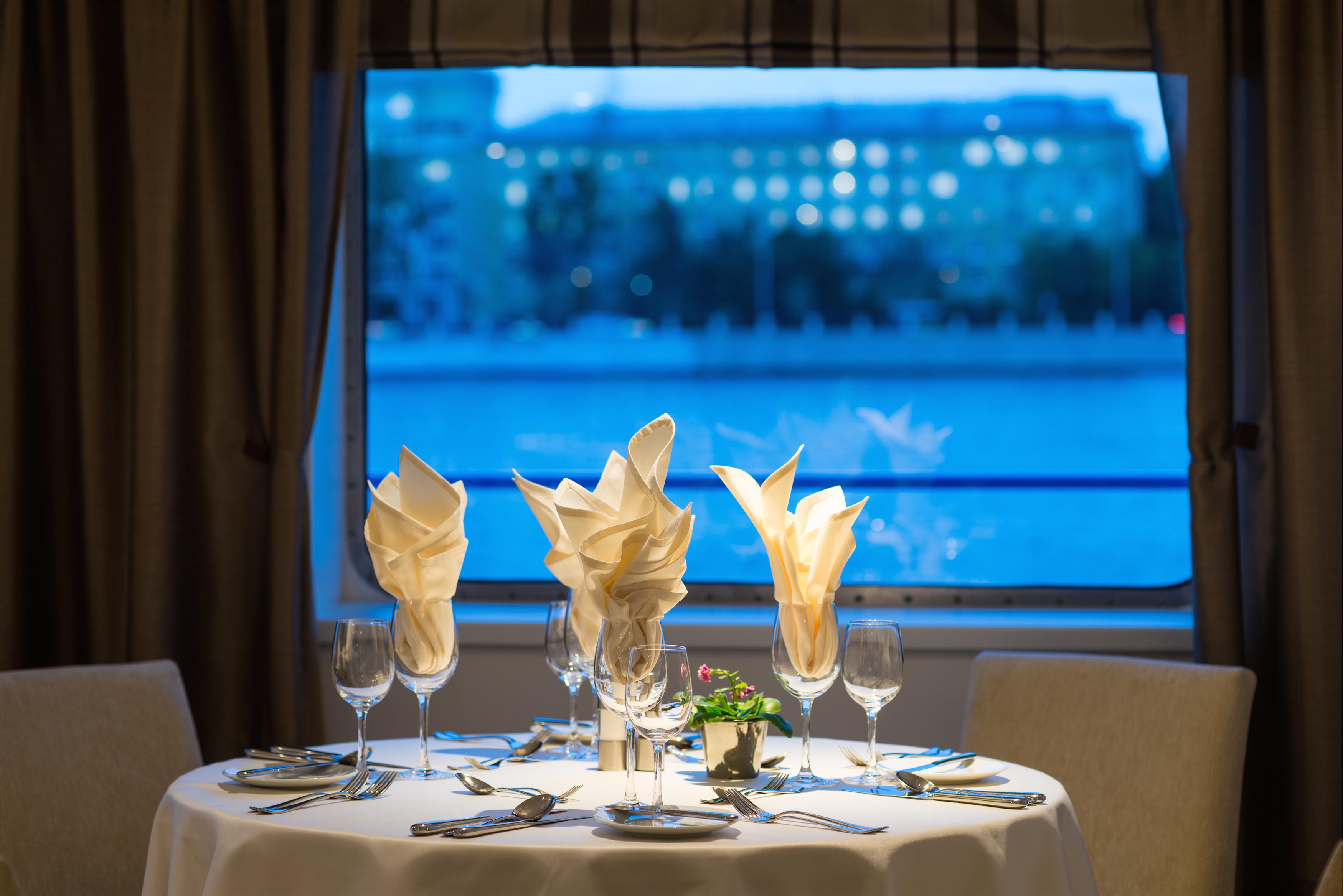 Scenic Tsar Interior Restaurant 9.jpg