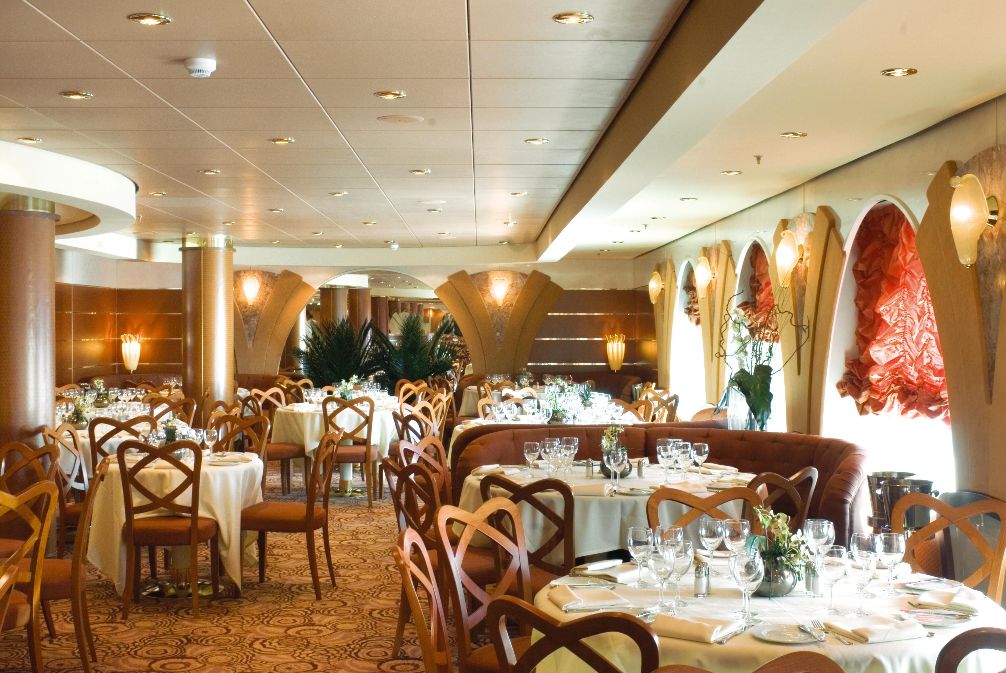 MSC Musica Class main restaurant 2.jpg