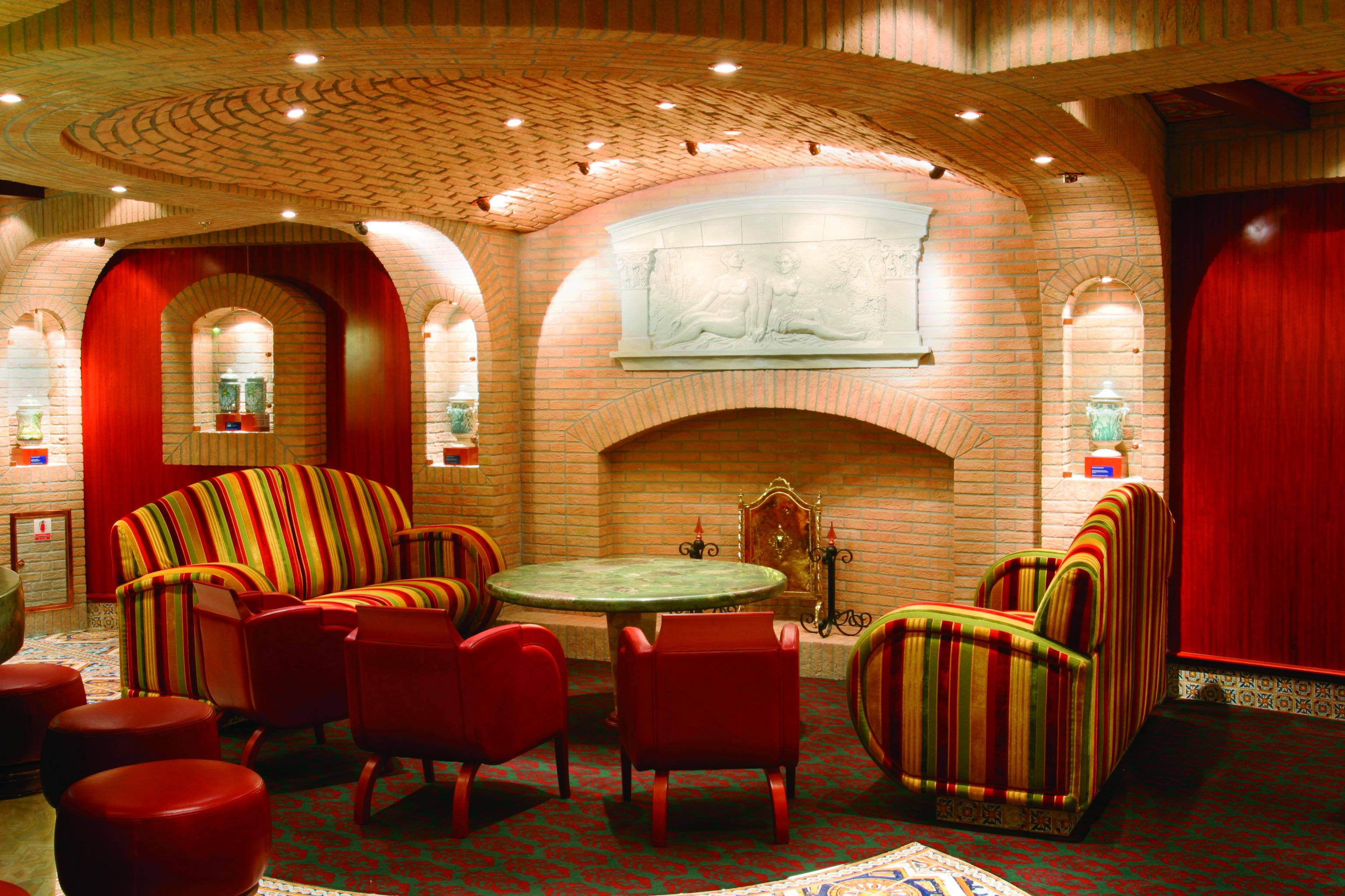 Costa Cruises Costa Magica Interior Bar Classico l'Aquila.jpg