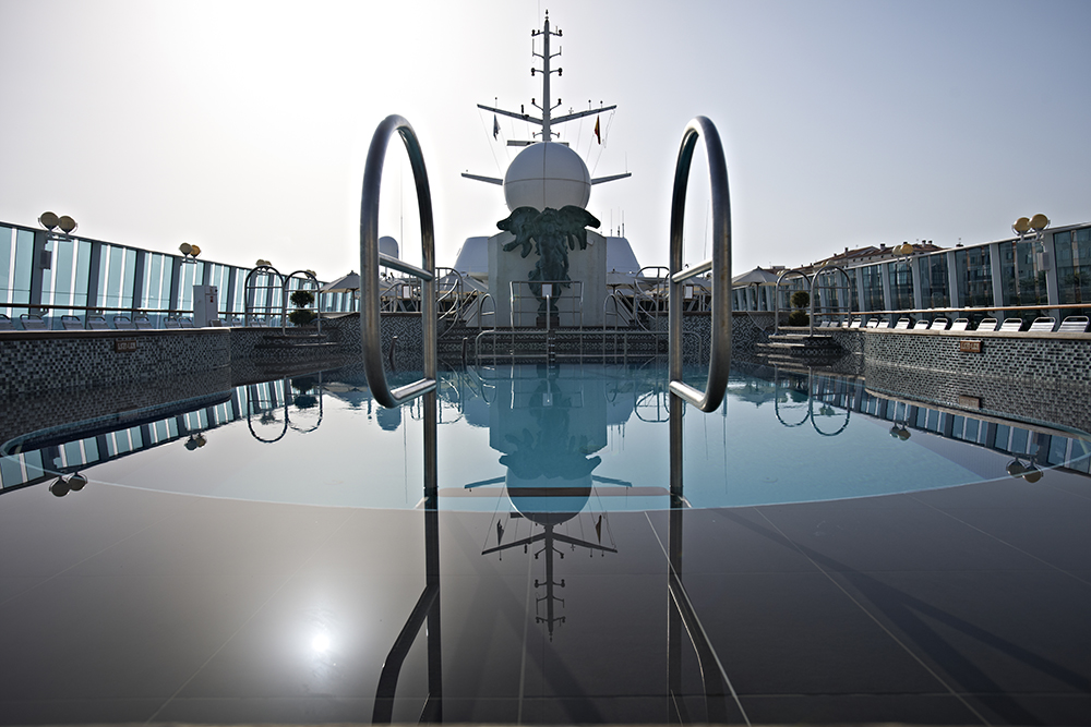 fred olsen cruise lines balmoral pool deck 2014.jpg