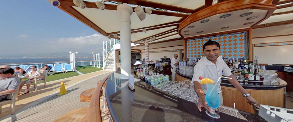 P&O Cruises Ventura Exterior Breakers Bar 2.jpg