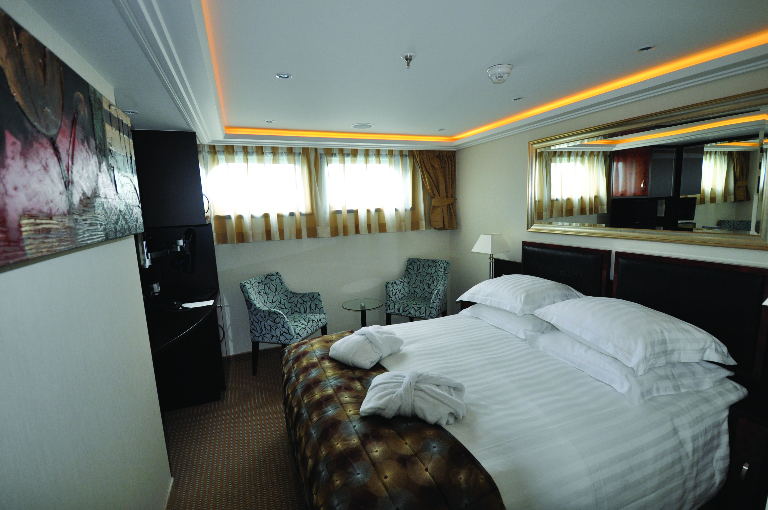 Suite D & E Staterooms
