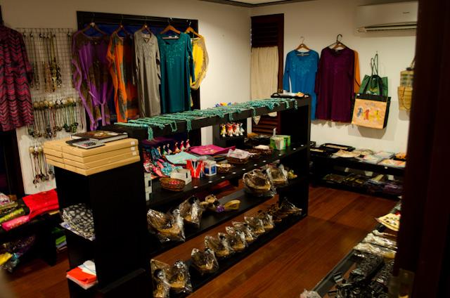 AmaWaterways - AmaLotus - Gift Shop - Photo.jpg