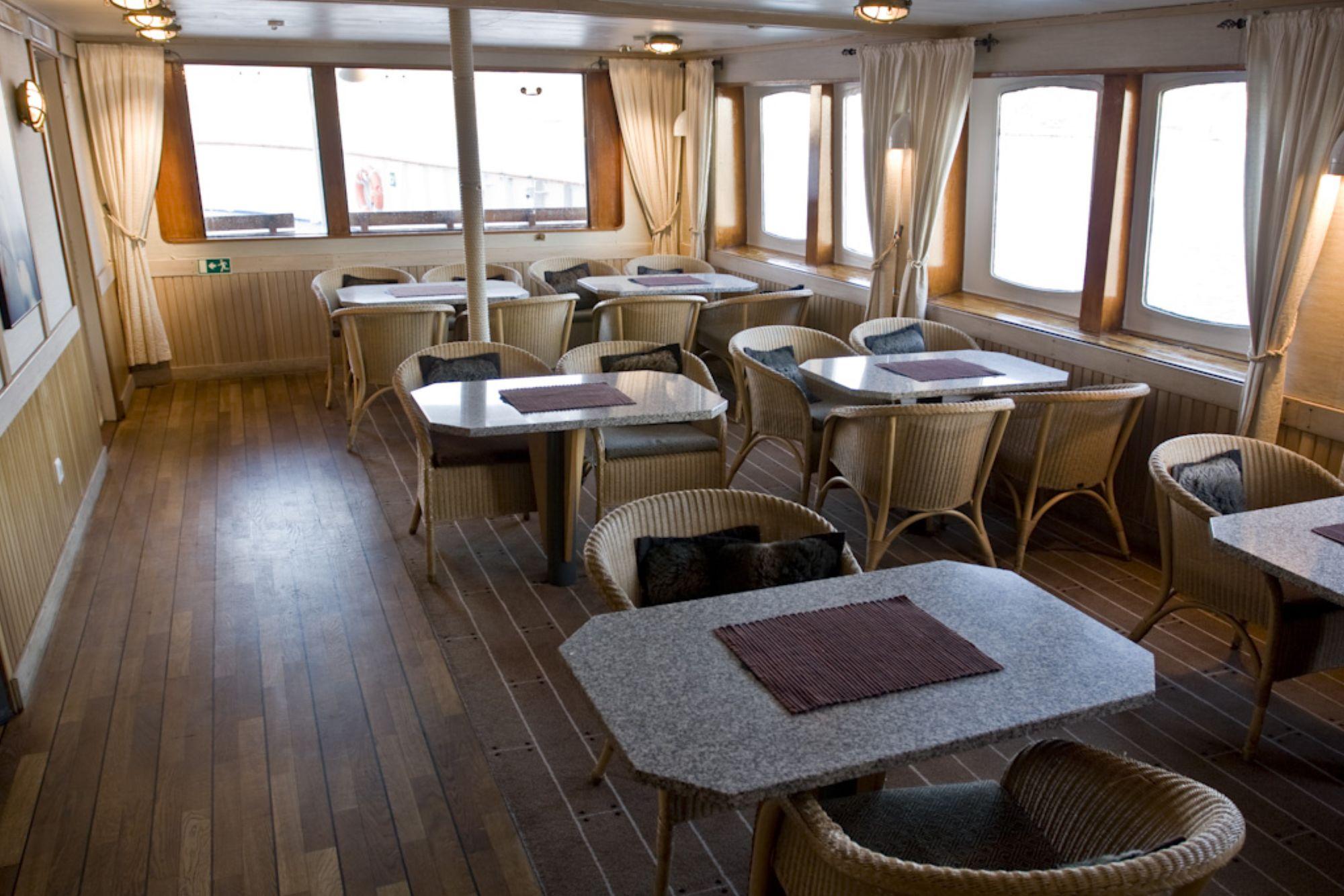 Hurtigruten Cruise Lines MS Nordstjernen Interior Lounge 4.jpg