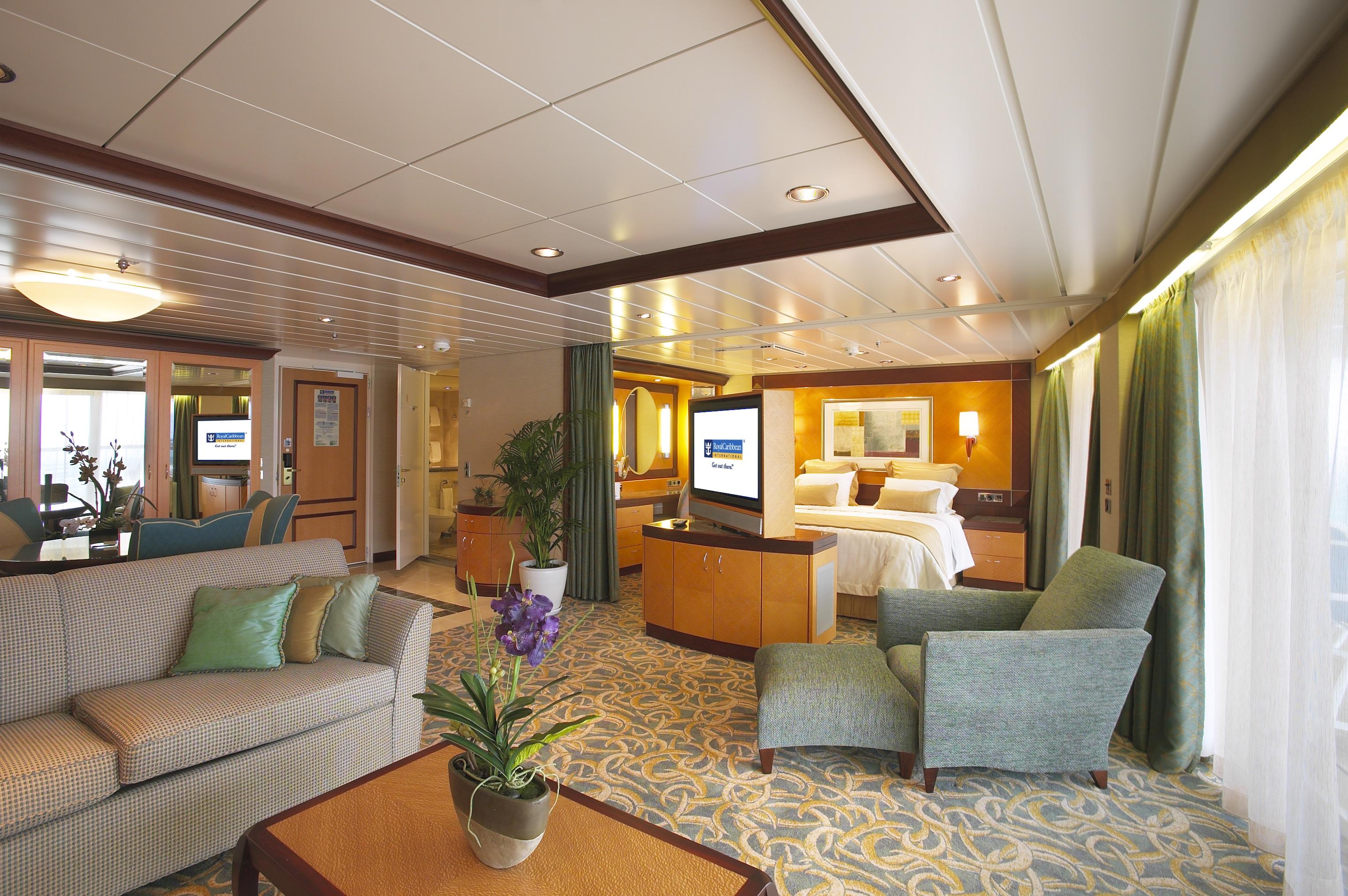 Royal Caribbean International Liberty of the seas Accommodation RCI_LB_Owners_Suite.jpeg