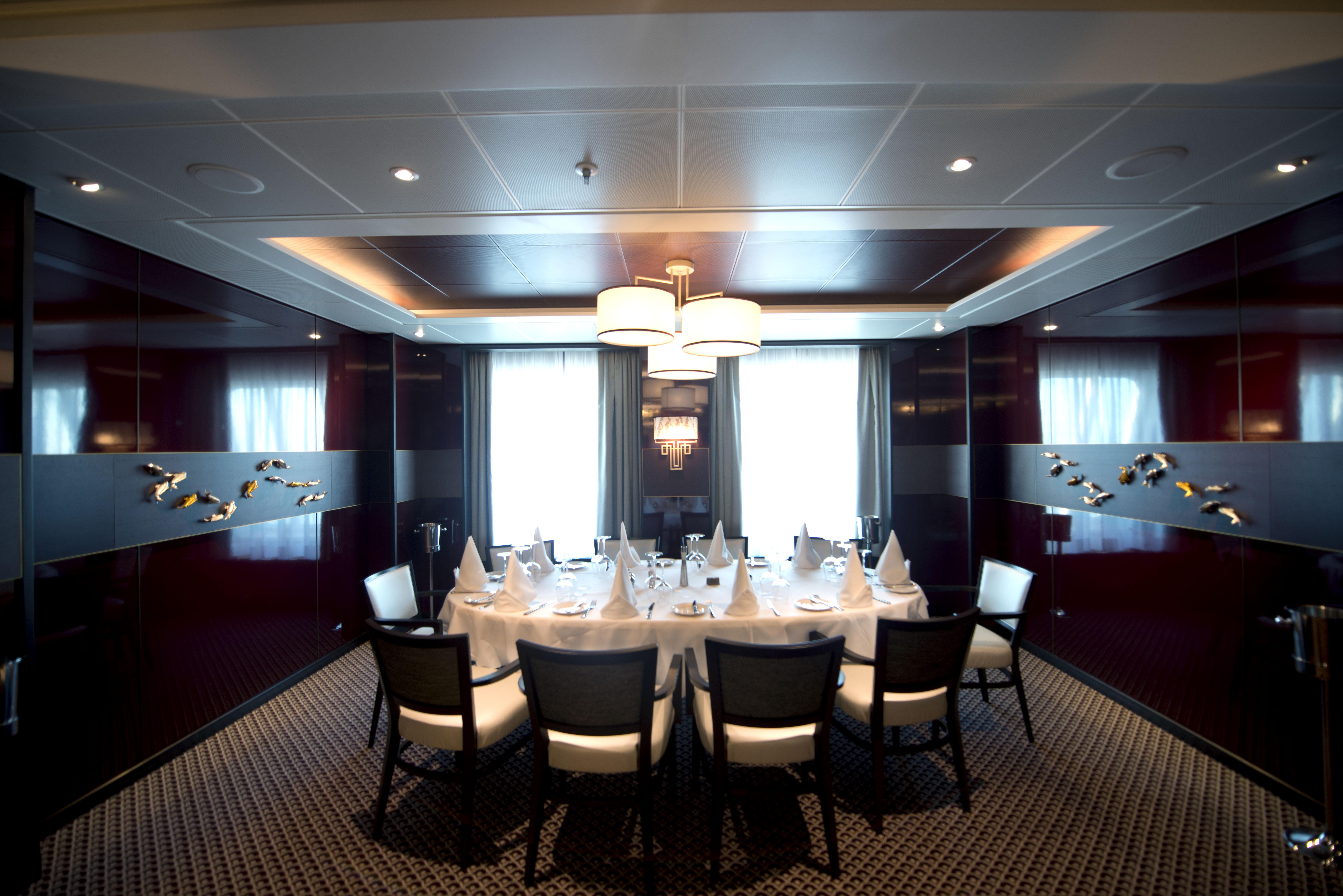 P&O Cruises Britannia Interior Oriental D806855 [Tif 14714750602].jpg