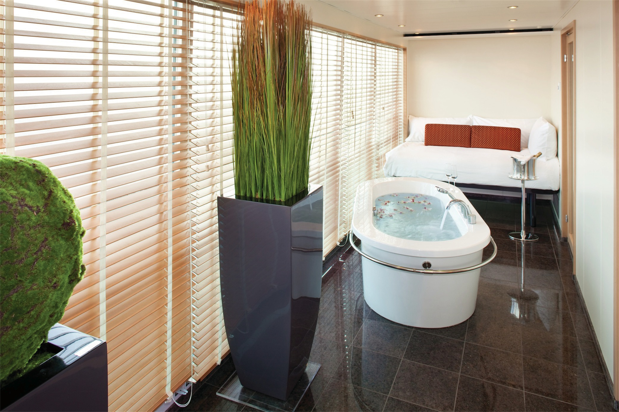 Seabourn Odyssey Class Accommodation Wintergarden Suite Solarium.jpg