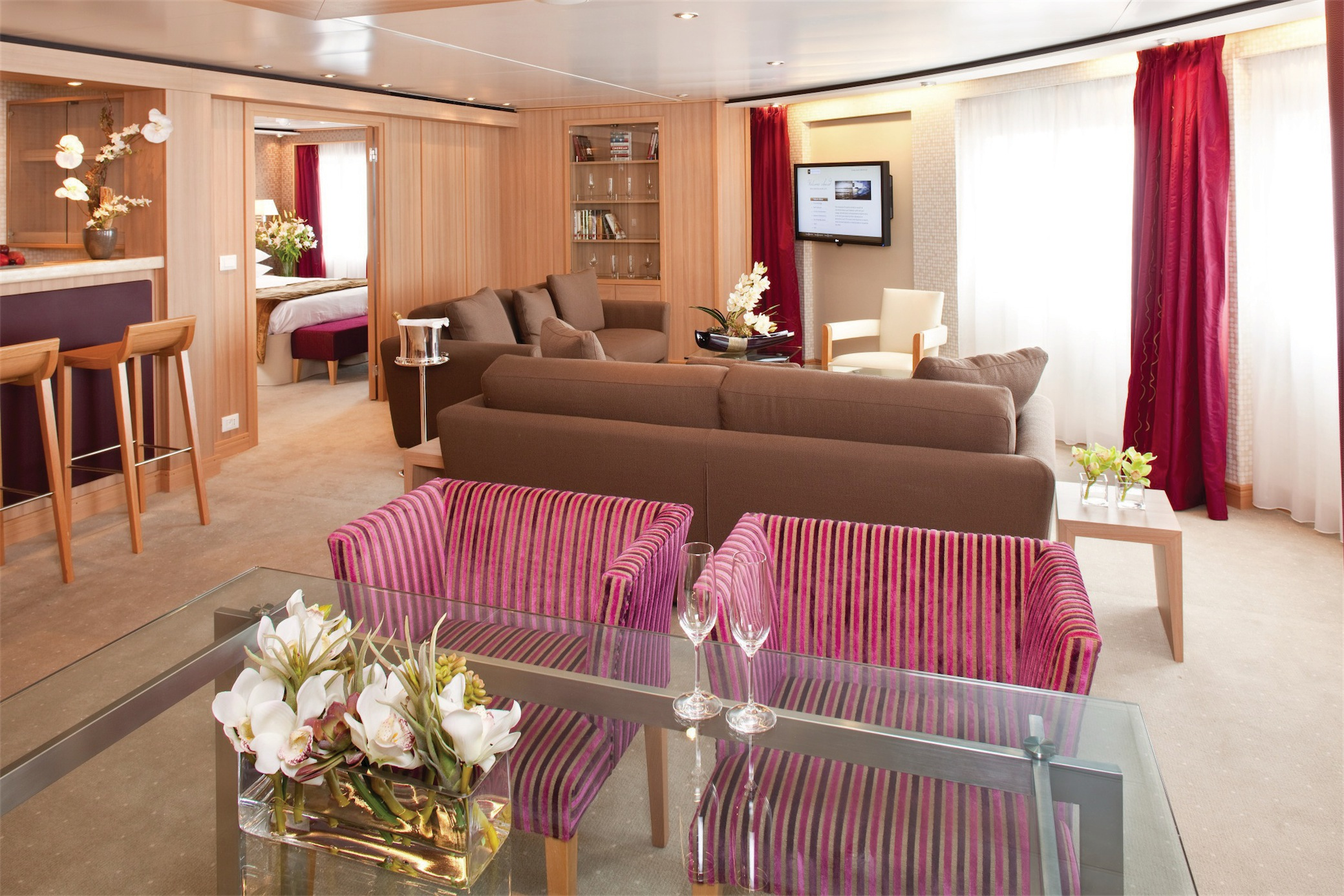 Seabourn Odyssey Class Accommodation Signature Suite.jpg