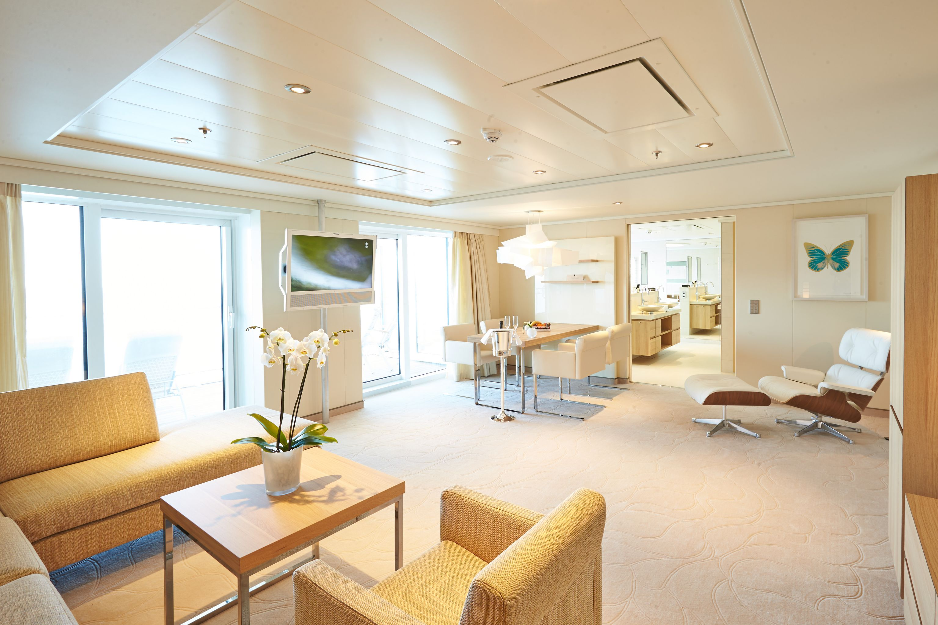 Hapag-Lloyd MS Europa 2 Accommodation Owner Suite.jpg