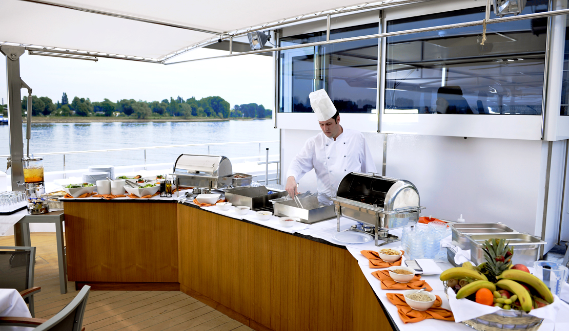 Avalon Waterways Avalon Vista Interior al fresco dining.jpg