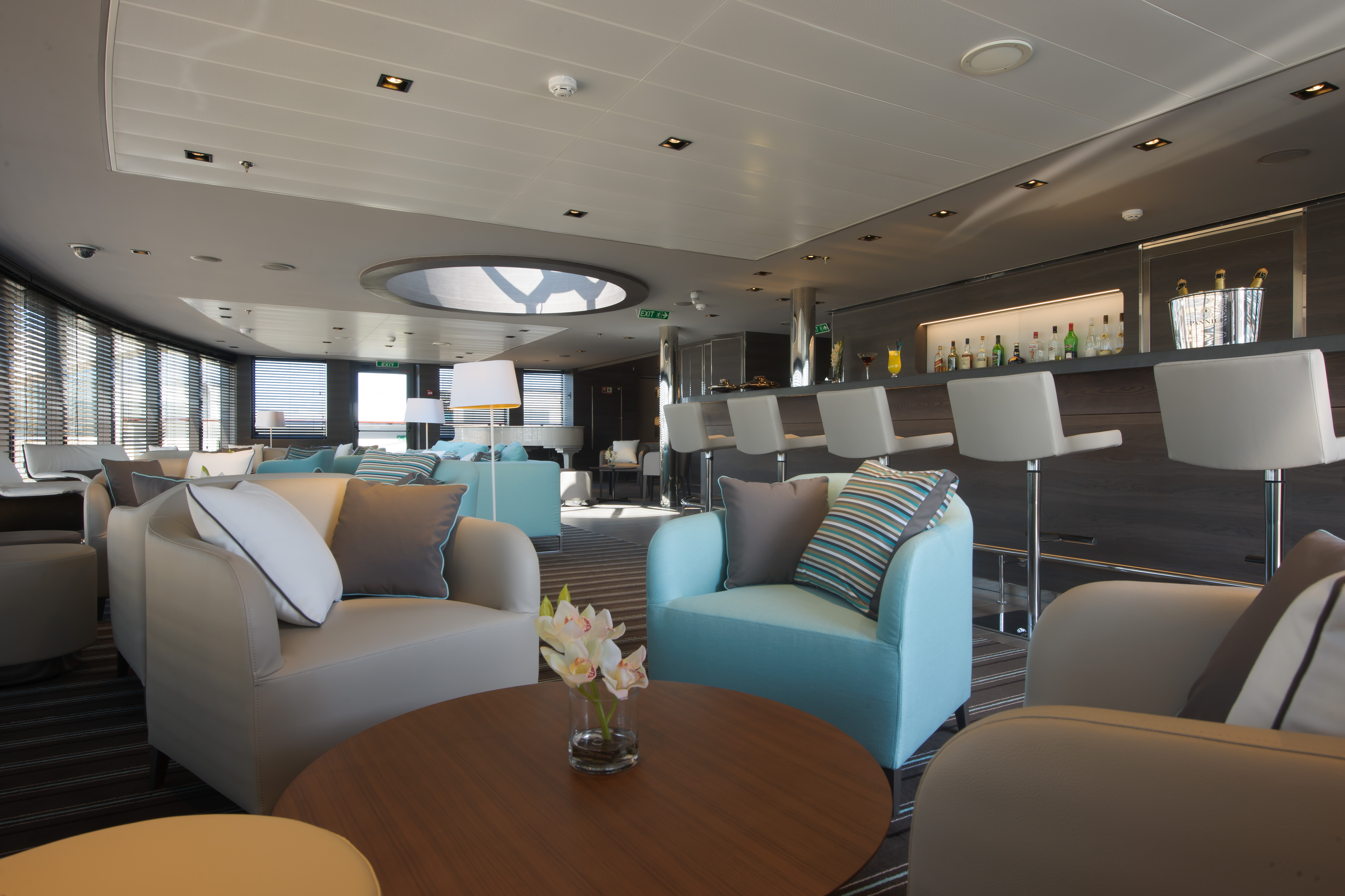 Ponant Le Soleal Interior Panoramic Lounge 2.JPEG