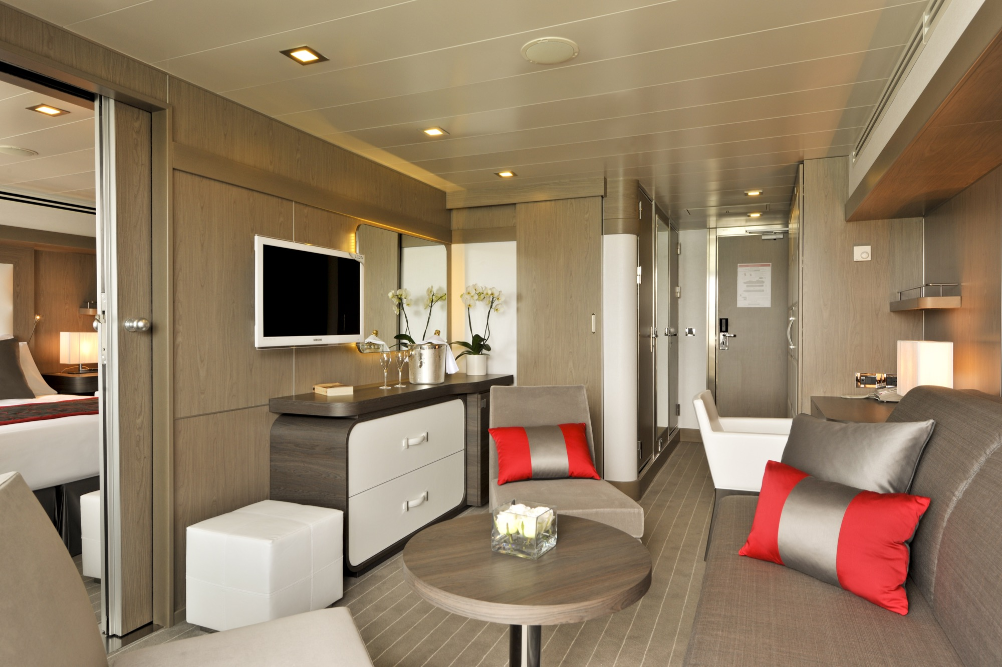 Ponant Le Boreal Accommodation Deluxe Suite 2.JPEG