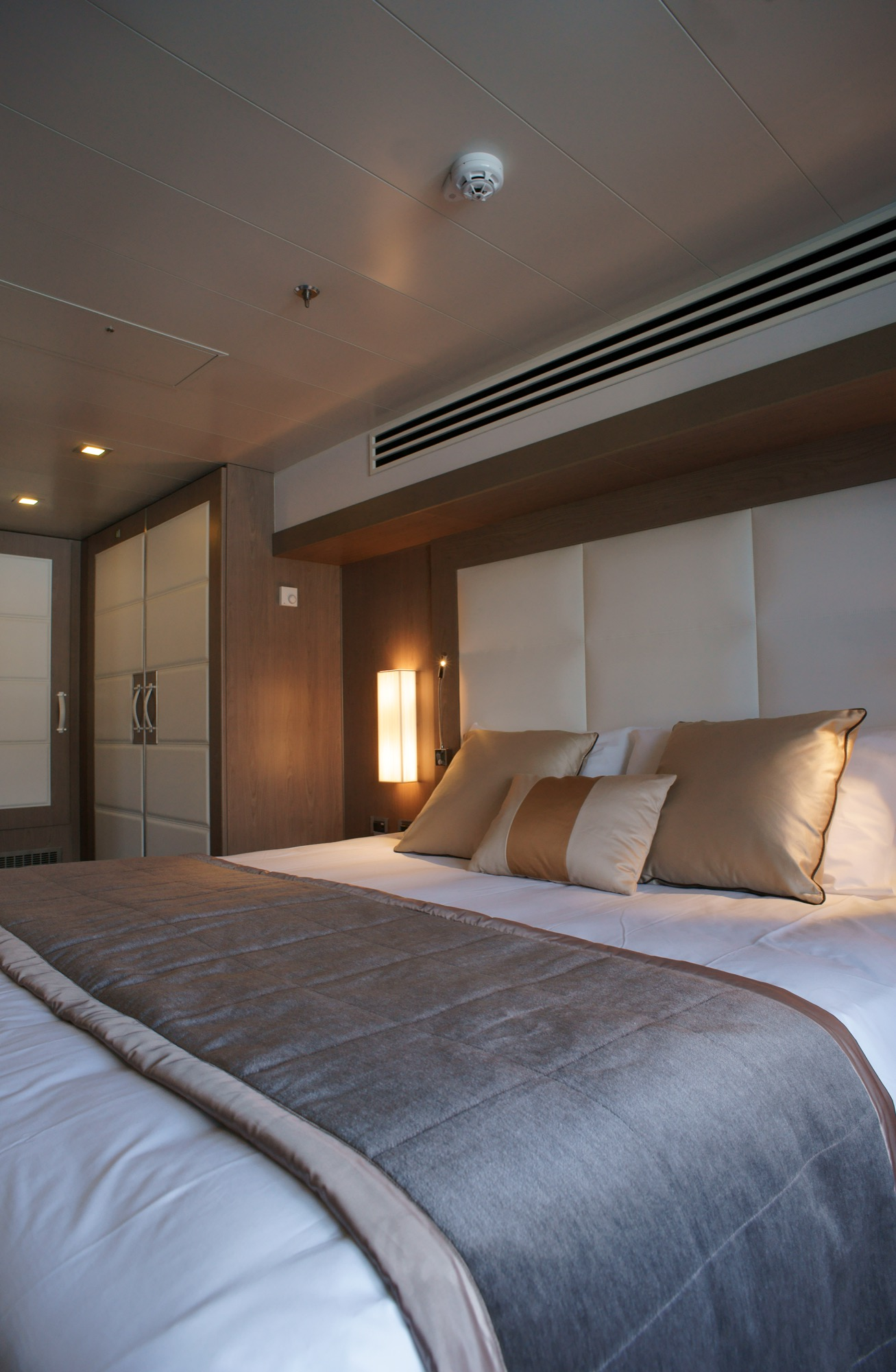 Ponant Le Boreal Accommodation Owner's Suite 3.JPEG