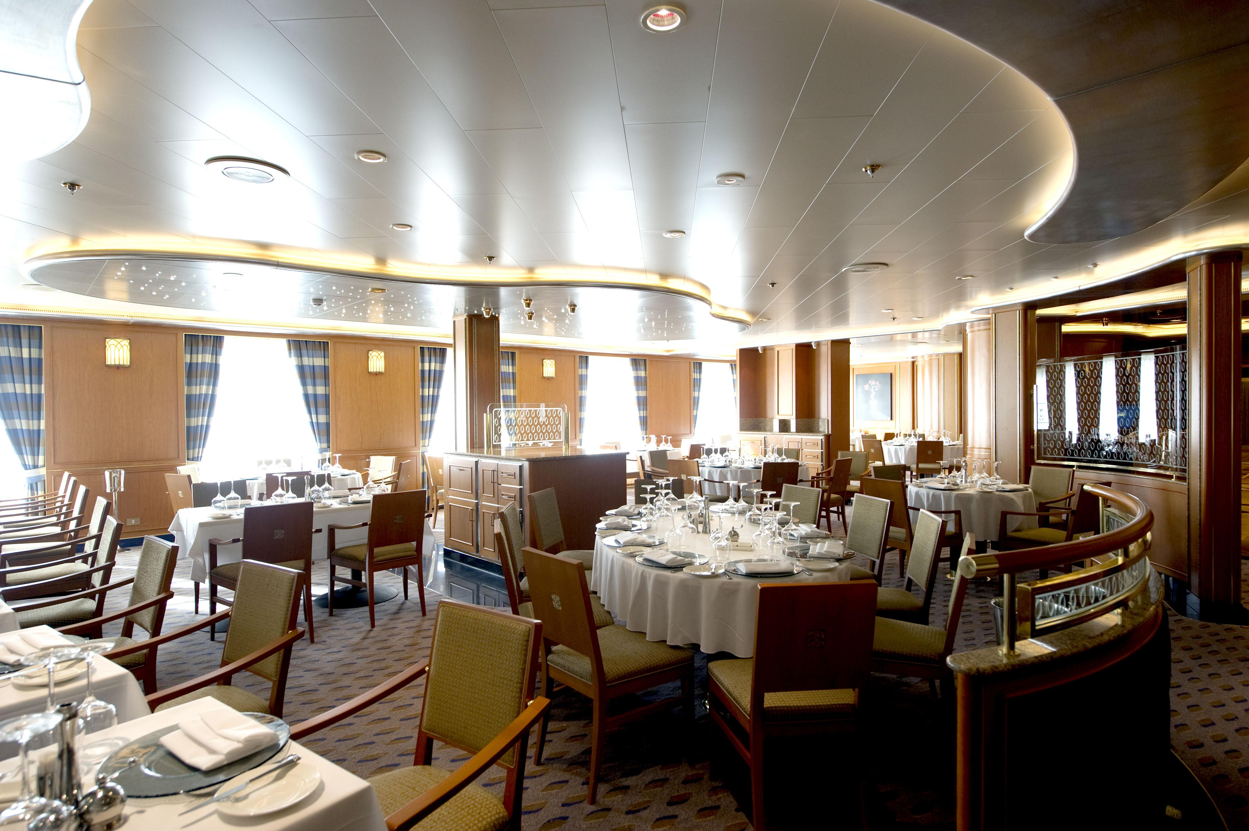 P&O Cruises Azura Interior Peninsular.jpg