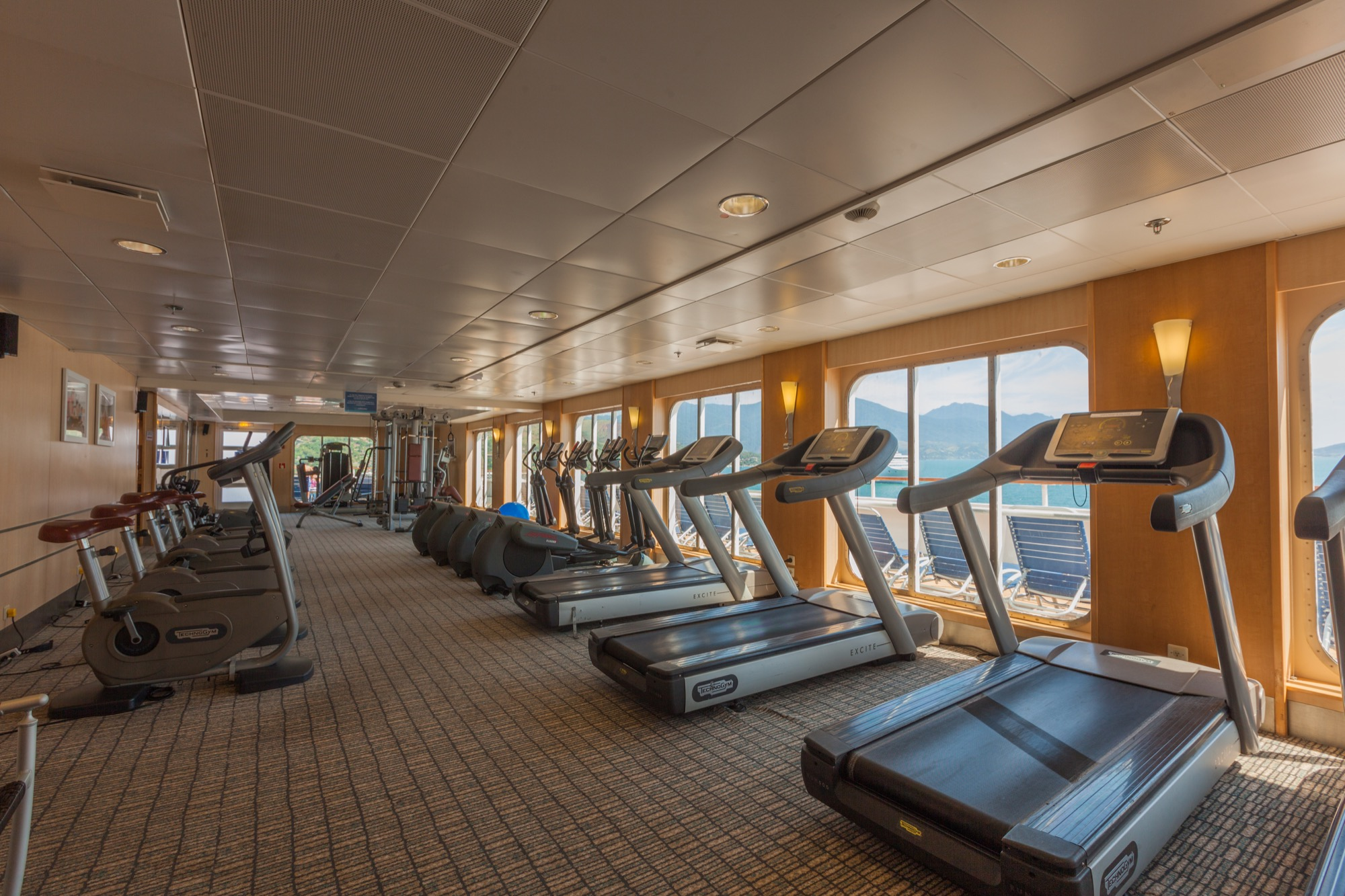 Pullmantur Zenith Interior Gym 1.jpg