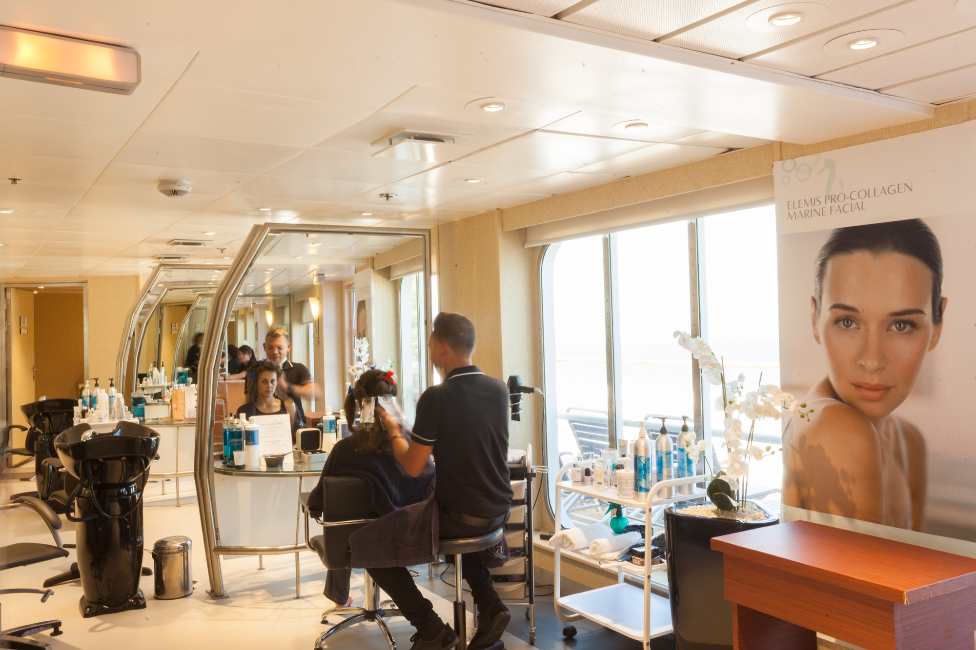 Pullmantur Zenith Interior Beauty Salon 1.jpg