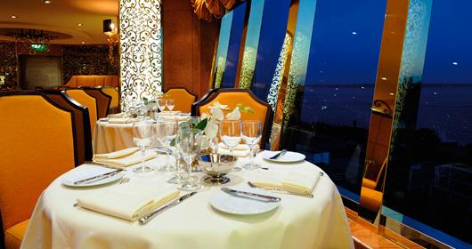 MSC Cruises Fantasia Class Il Cerchio d'Oro.jpg