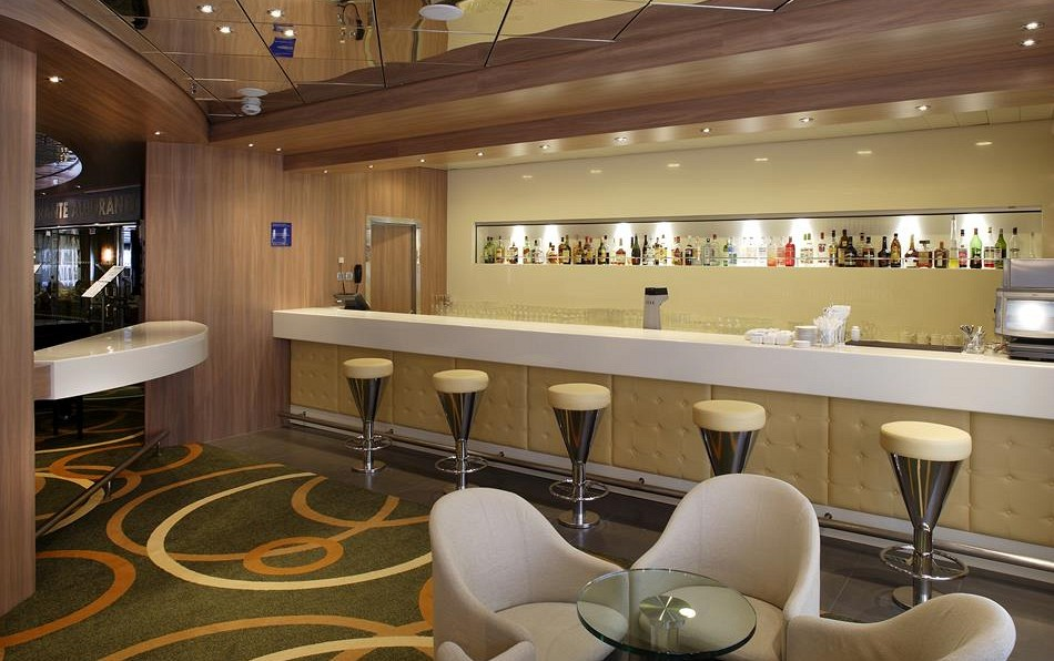 Cruise & Maritime Voyages Magellan Interior Hampton's Lounge Bar.jpg