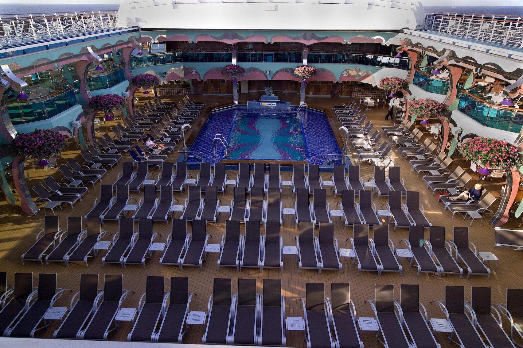 Carnival Splendor Splendido Lido Pool 1.jpg