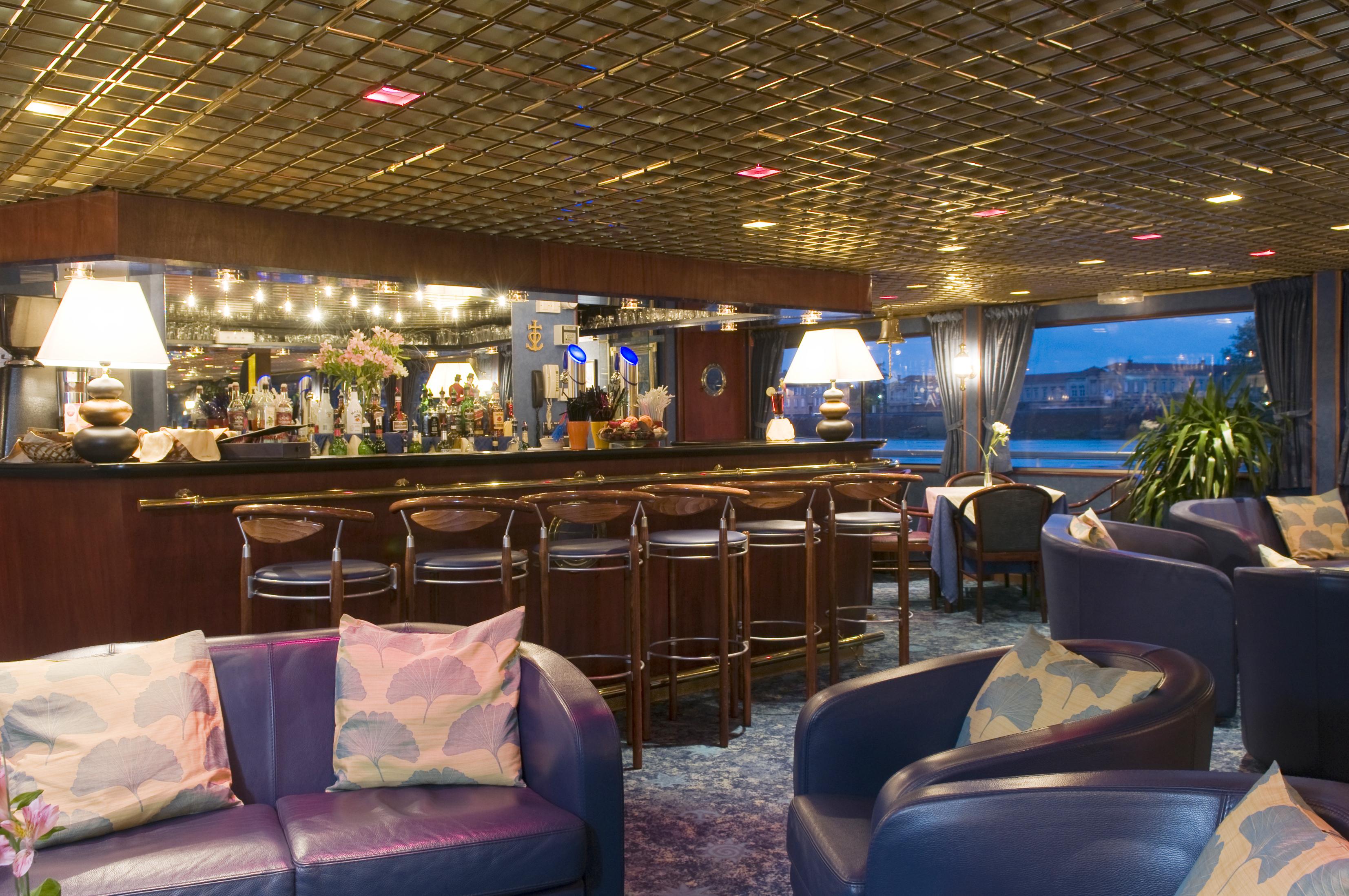 CroisiEurope MS Van Gogh Interior Lounge Bar 6.jpg