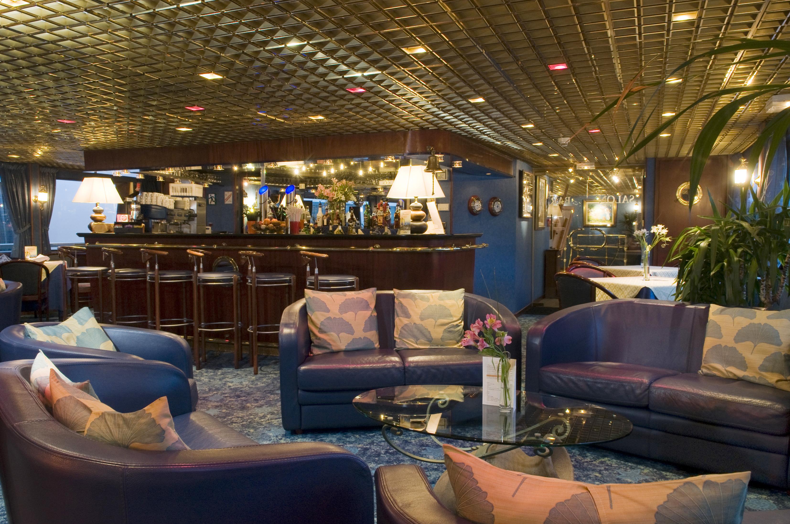 CroisiEurope MS Van Gogh Interior Lounge Bar 8.jpg