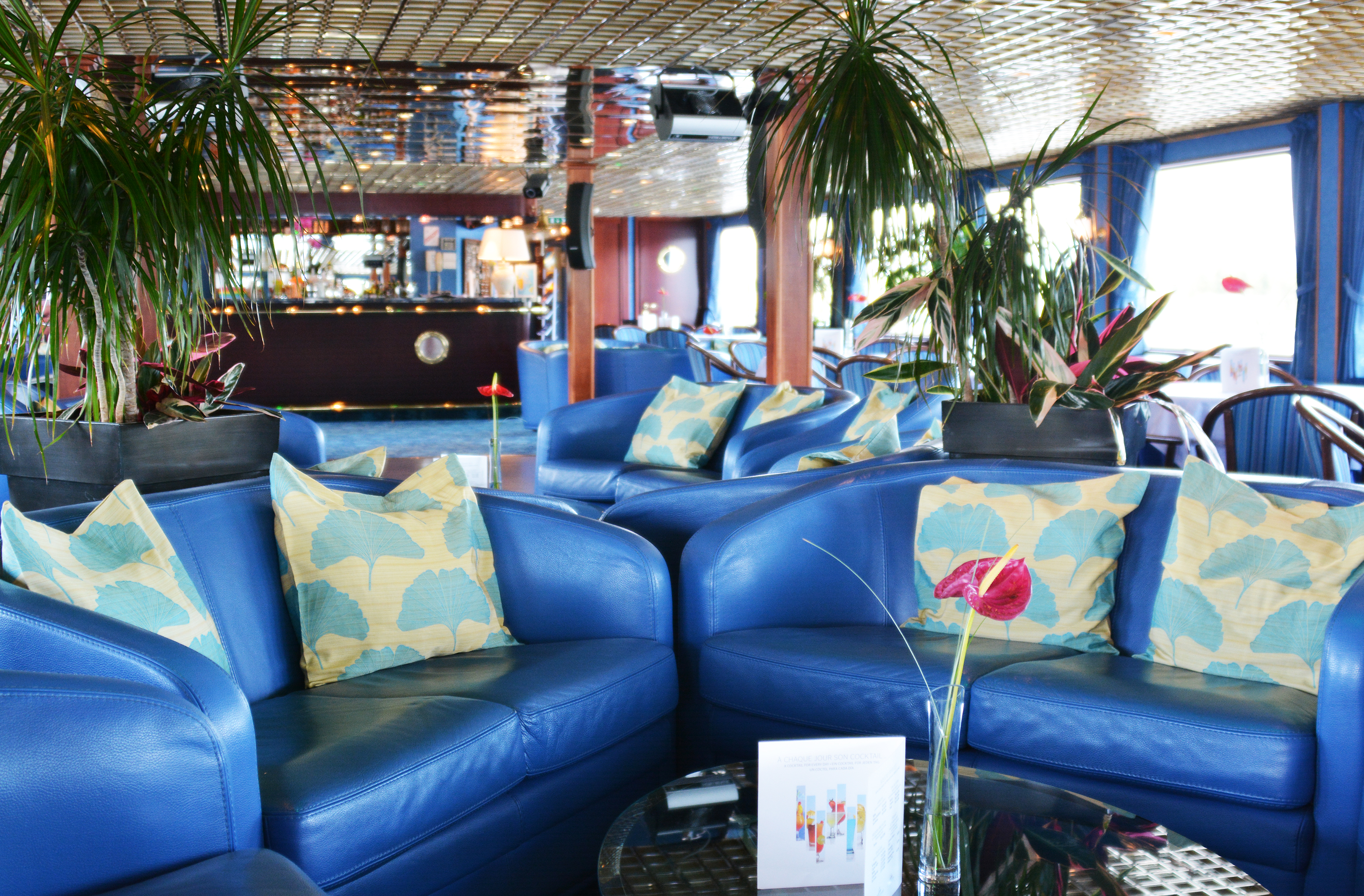 CroisiEurope MS Van Gogh Interior Lounge Bar 3.jpg