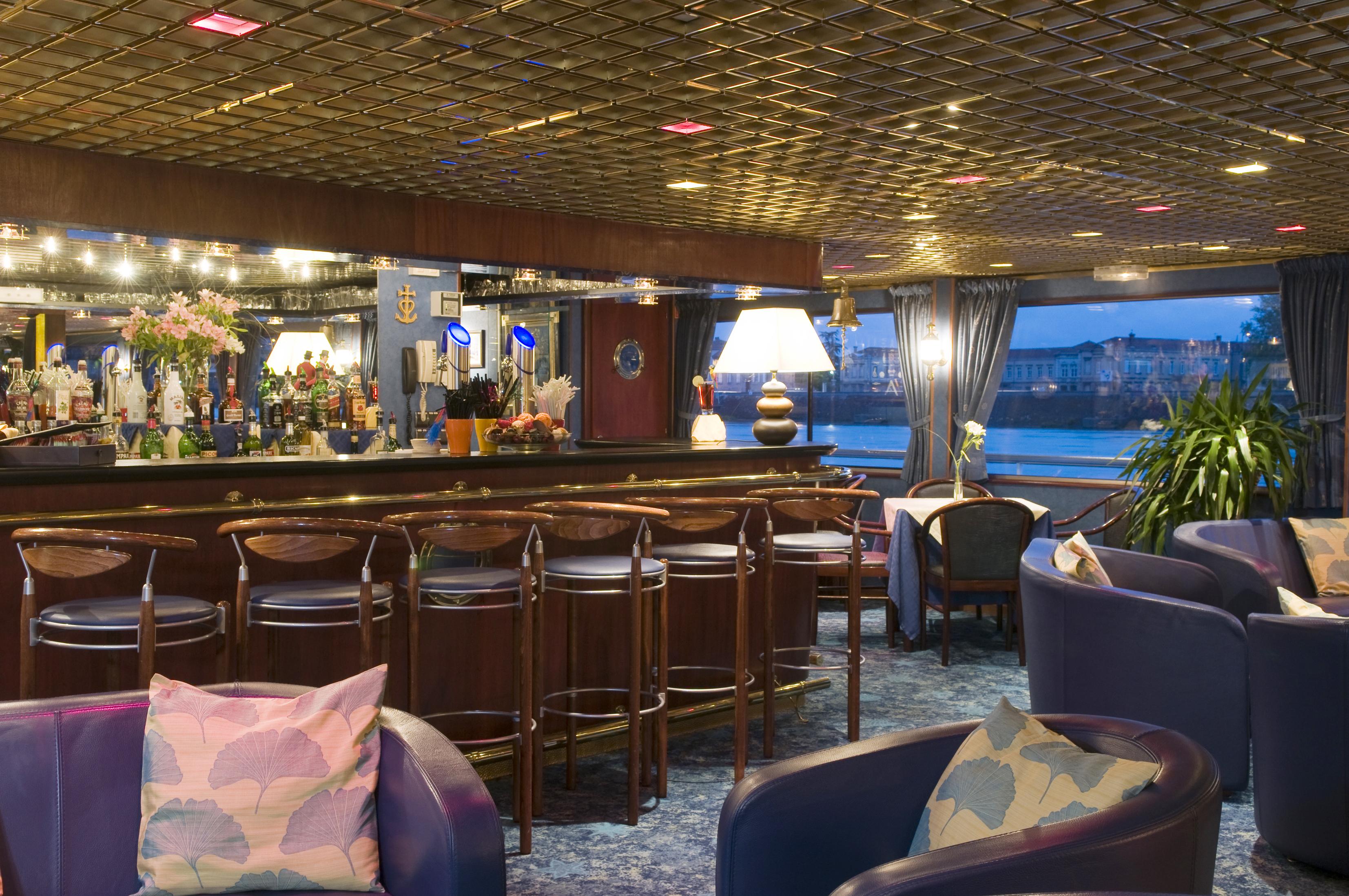 CroisiEurope MS Van Gogh Interior Lounge Bar 7.jpg
