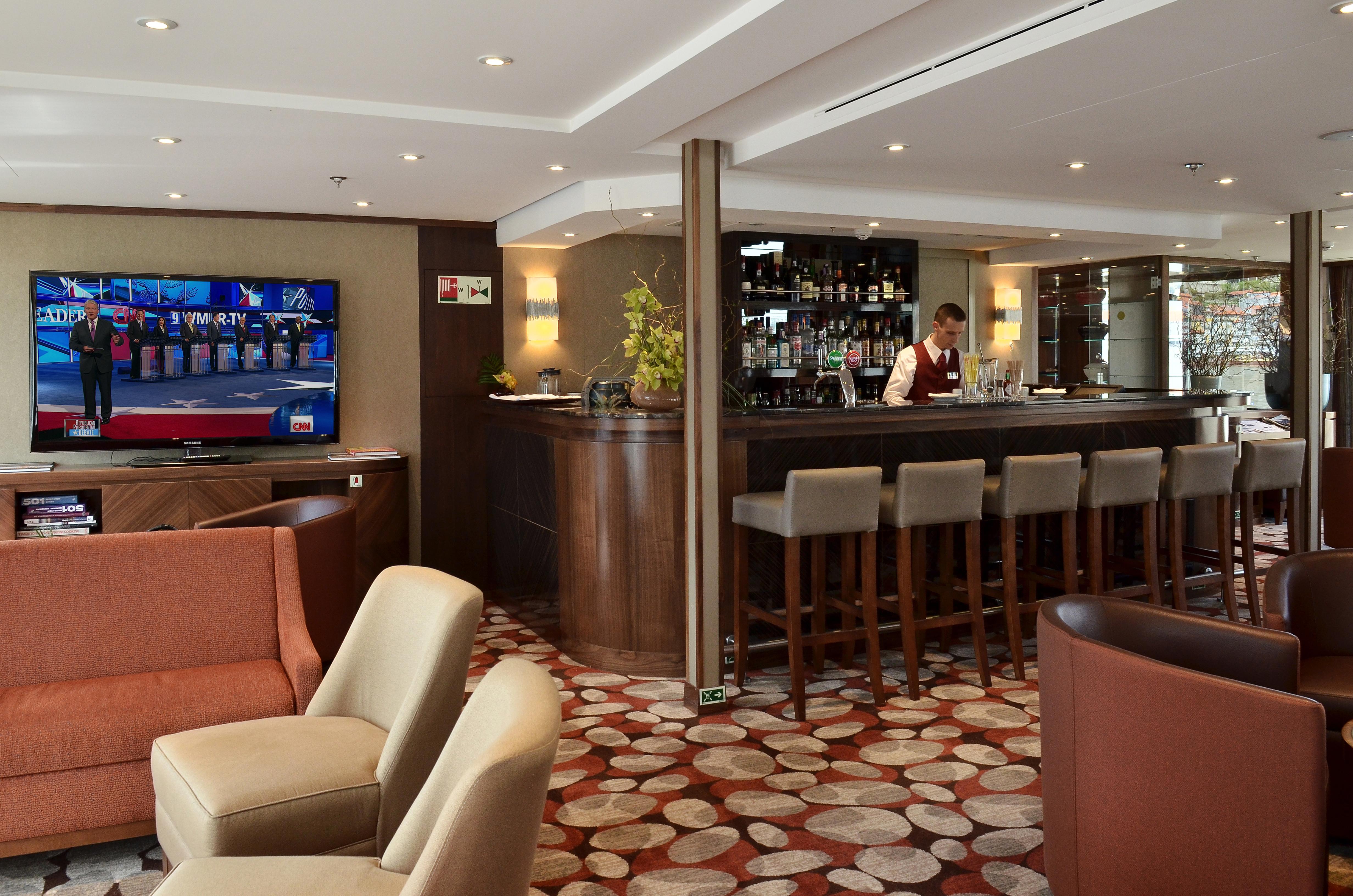 AmaWaterways AmaVida Interior Lounge Bar.jpg