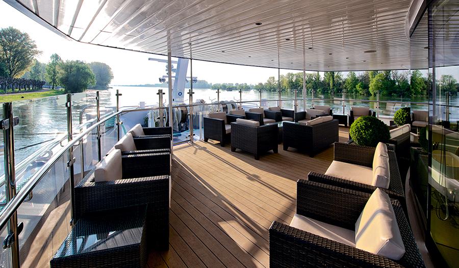Avalon Waterways Avalon Expression Interior Observation Lounge.jpg
