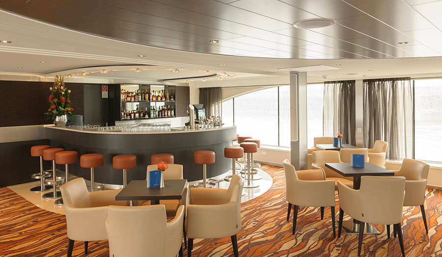 Avalon Waterways Avalon Artistry II Interior Panorama Lounge Bar.jpg