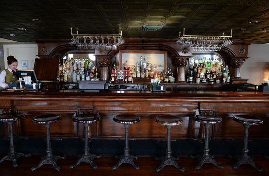 American Queen - American Queen - Entertainment - Engine Room Bar - Photo.jpg