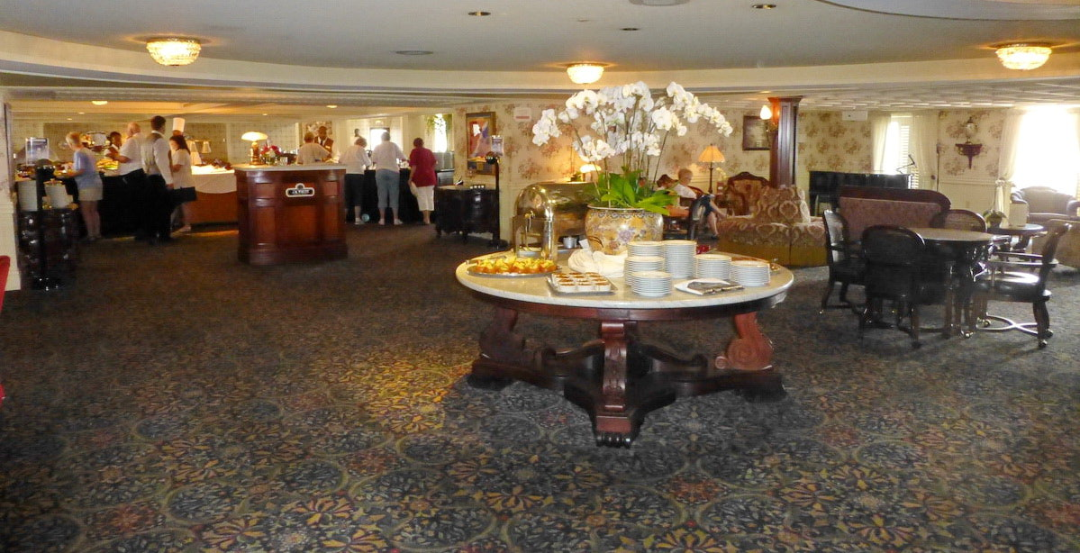 American Queen - American Queen - Entertainment - Main Deck Lounge - Photo.JPG