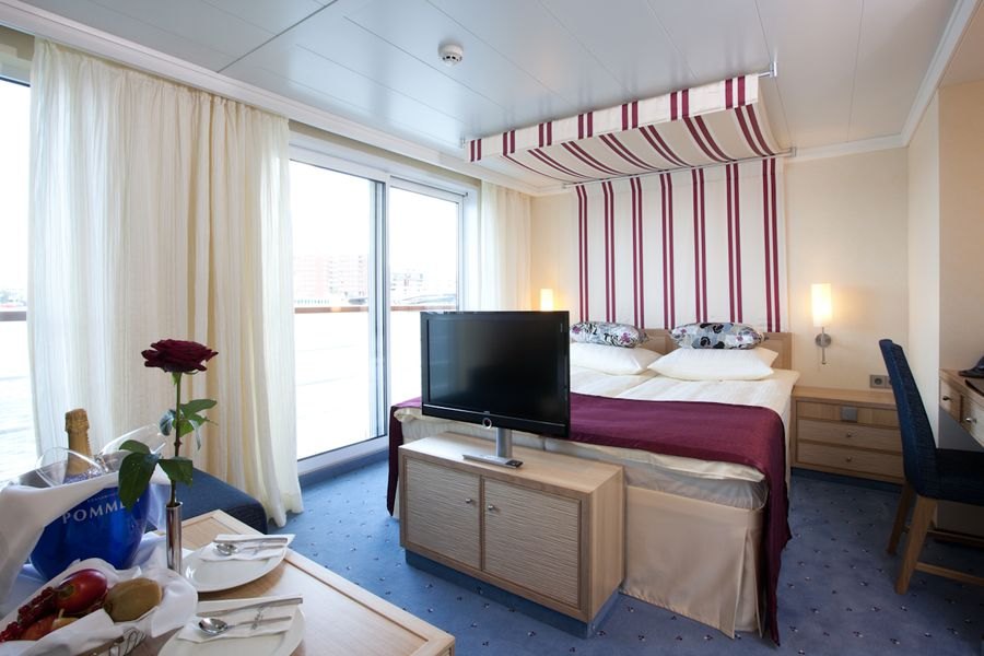 A-ROSA FLORA A-ROSA SILVA Accommodation 2 Bed Junior Suite with Juliette Balcony.jpg