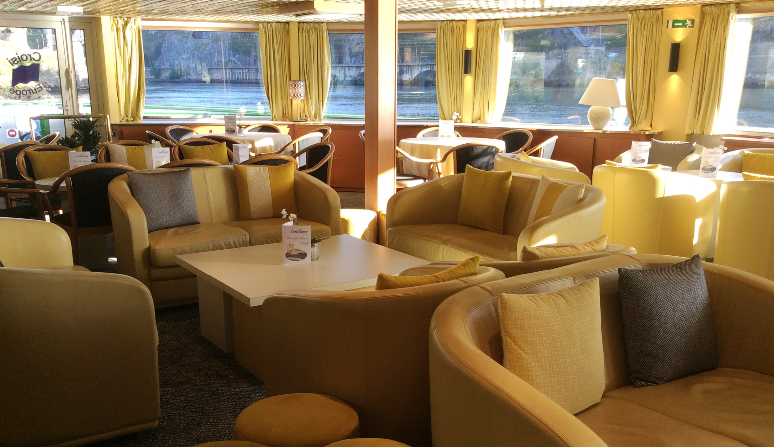 CroisiEurope MS Vasco de Gama Interior Lounge Bar 6.jpg