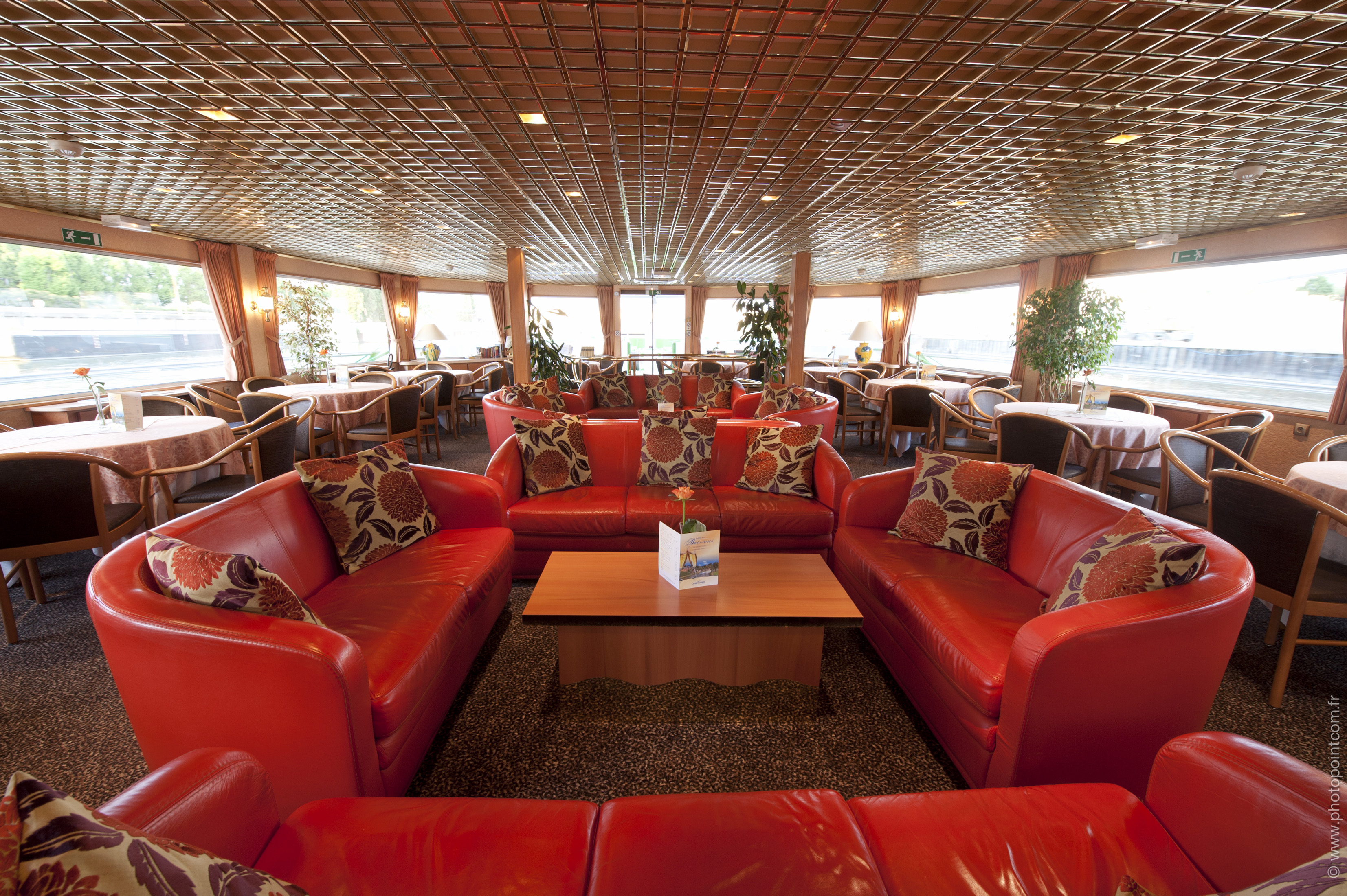 CroisiEurope MS Seine Princess Interior Lounge Bar 4.jpg