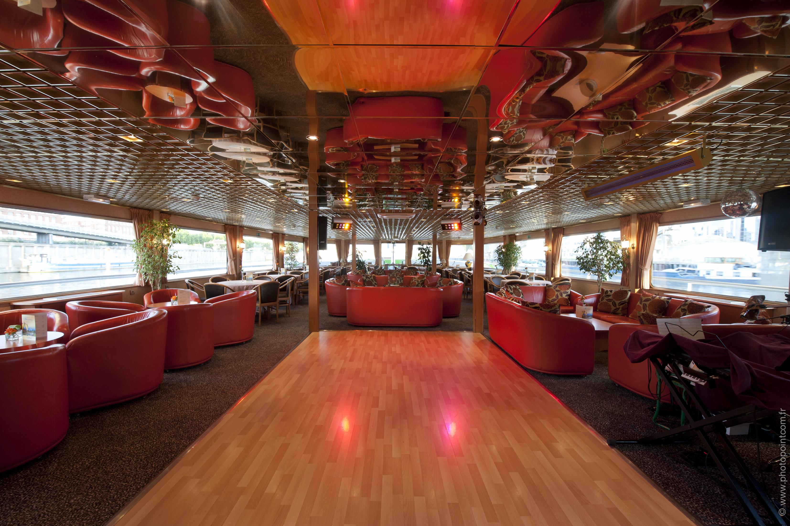 CroisiEurope MS Seine Princess Interior Lounge Bar 3.jpg