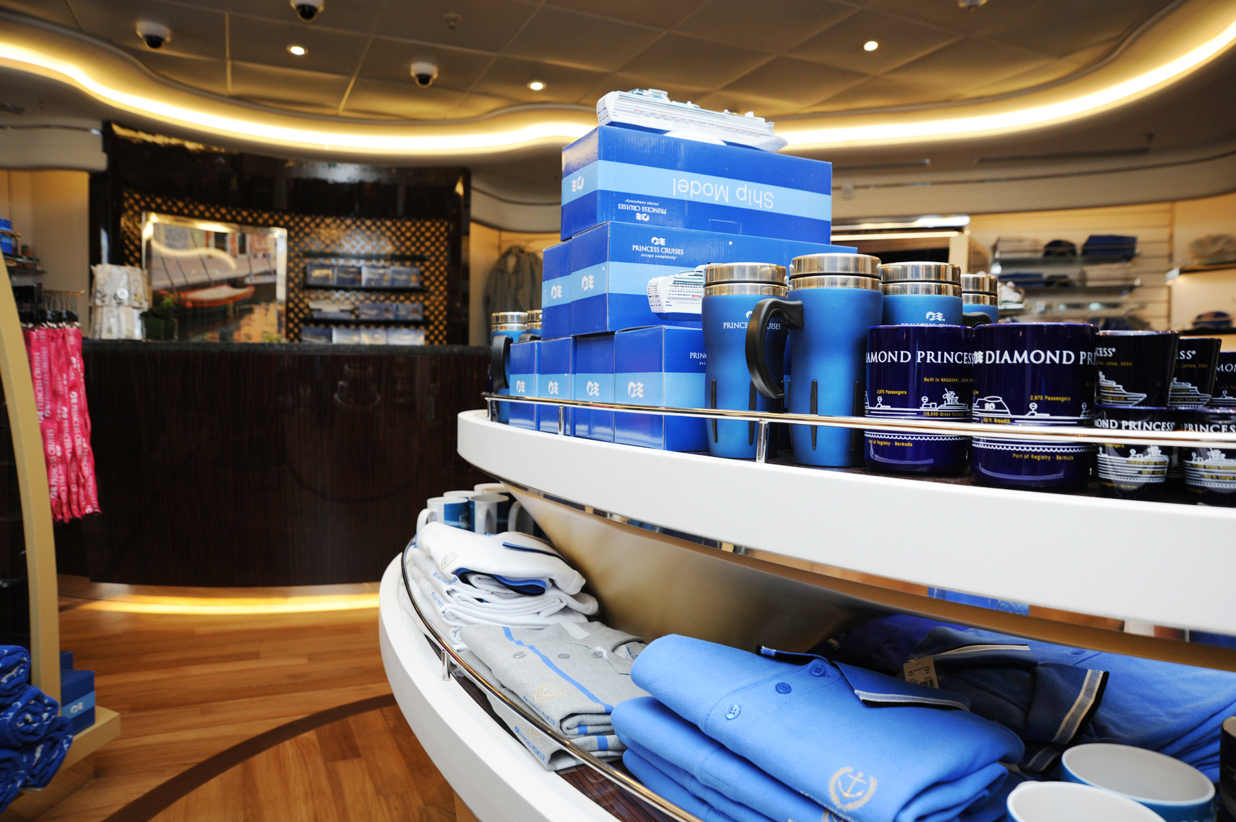 Princess Cruises Royal Class Interior shop 2.jpg