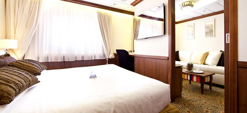 Pullmantur Horizon Accommodation Royal Suite with Balcony.jpg