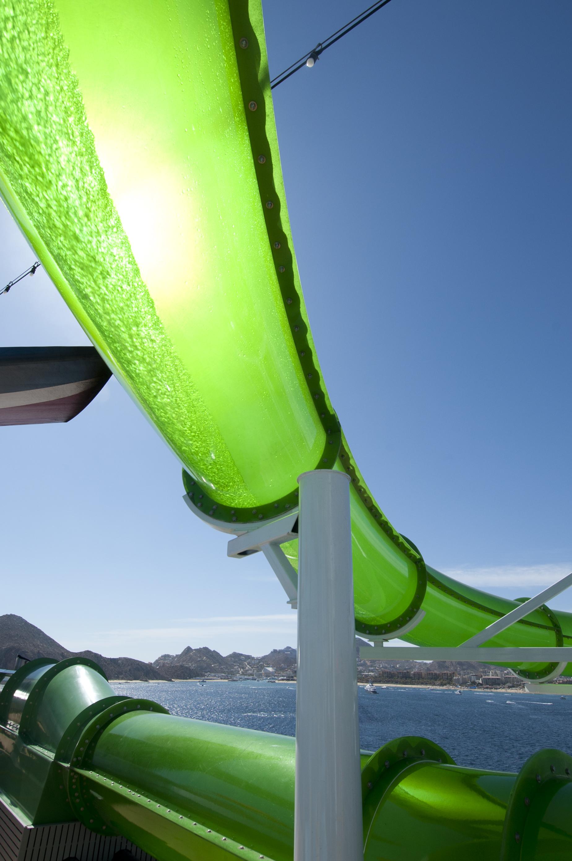 Carnival Spirit Green Thunder Waterslide 3.jpg