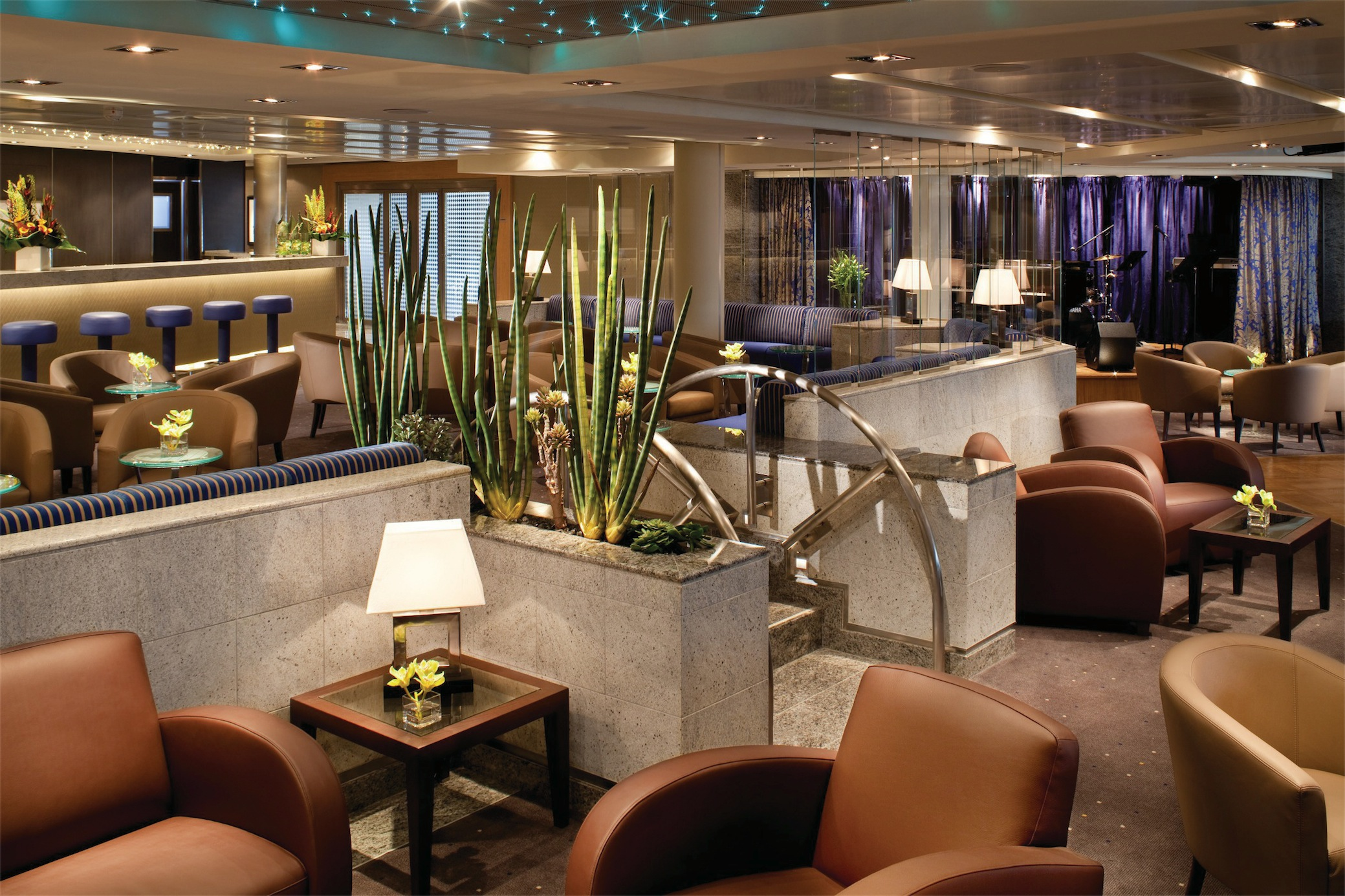 Seabourn Odyssey Class Interior The Club 2.jpg