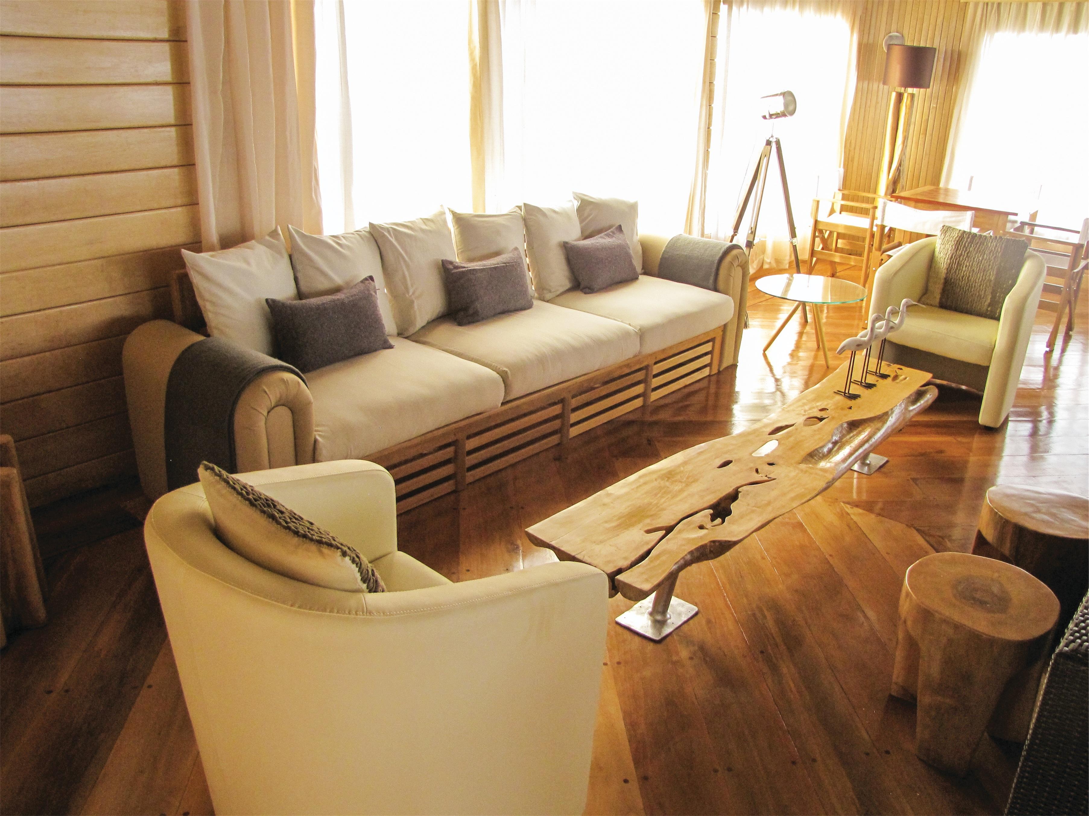Lindblad Expeditions Delfin II Interior Top Deck Lounge 2.jpg