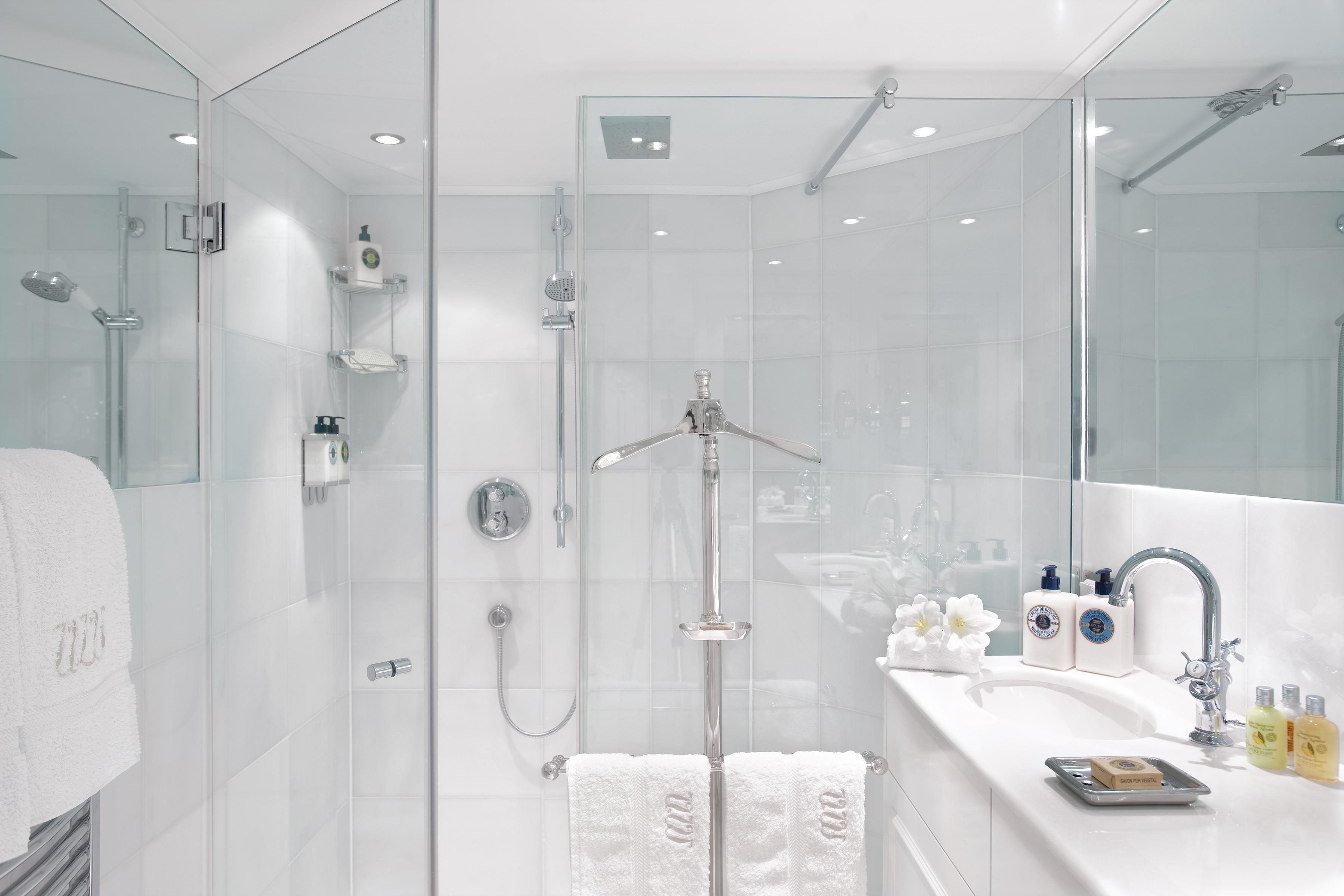UNIWORLD Boutique River Cruises River Queen Accommodation Suite Bathroom.jpg