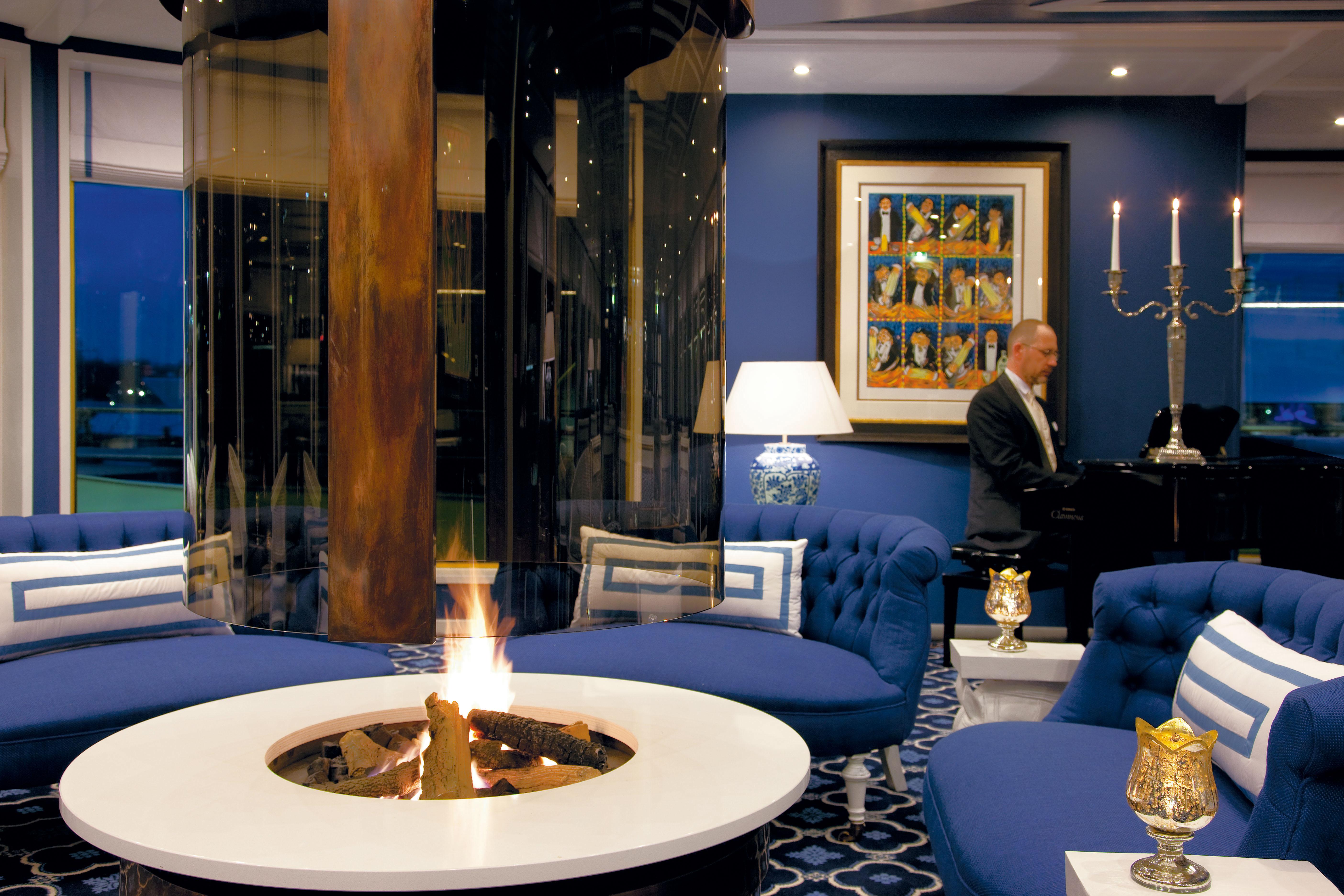 UNIWORLD Boutique River Cruises River Queen Interior Lounge 1.jpg