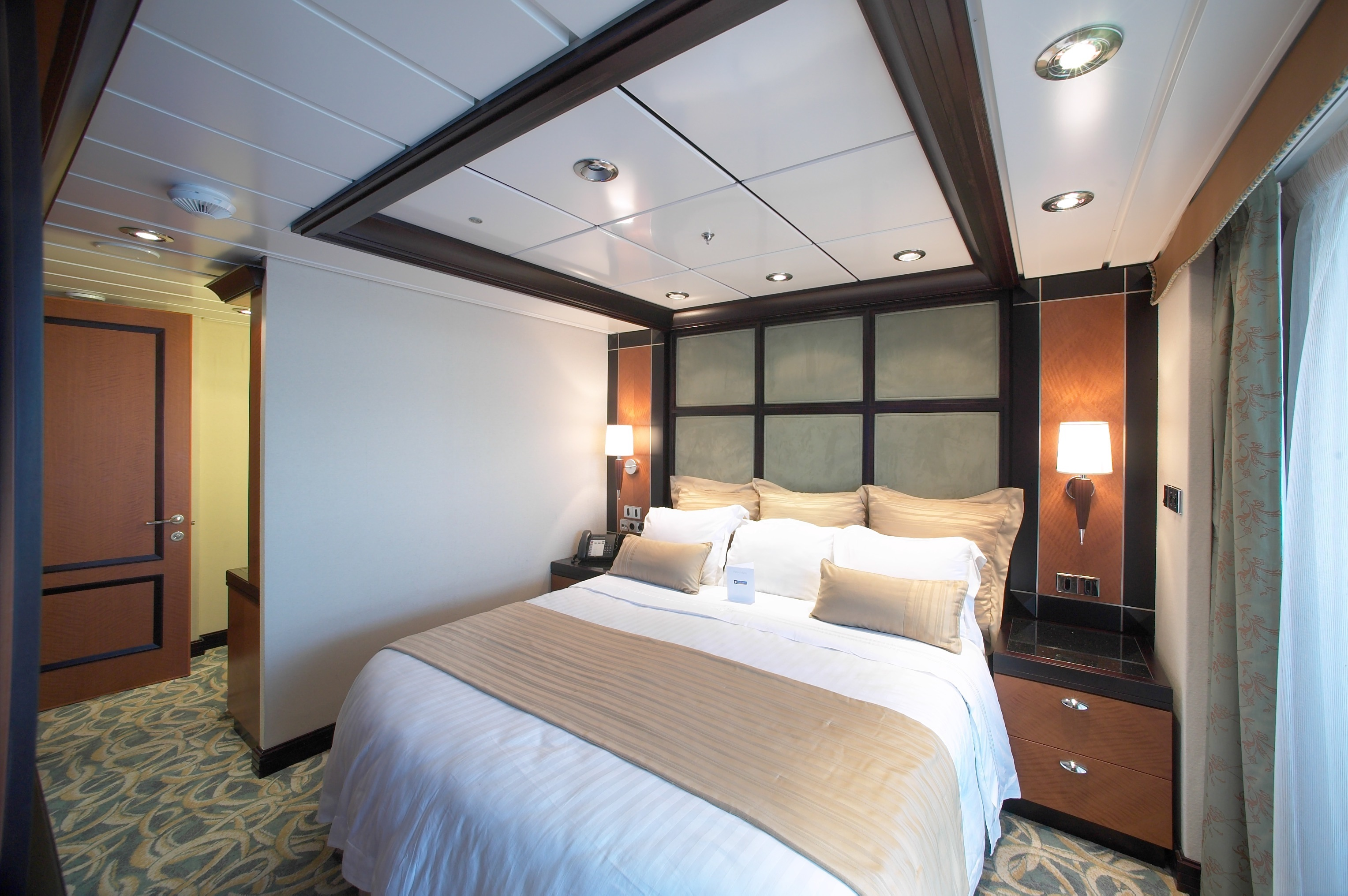 Royal Caribbean International Freedom of the Seas Accommodation Presidential Family Suite 5.jpg